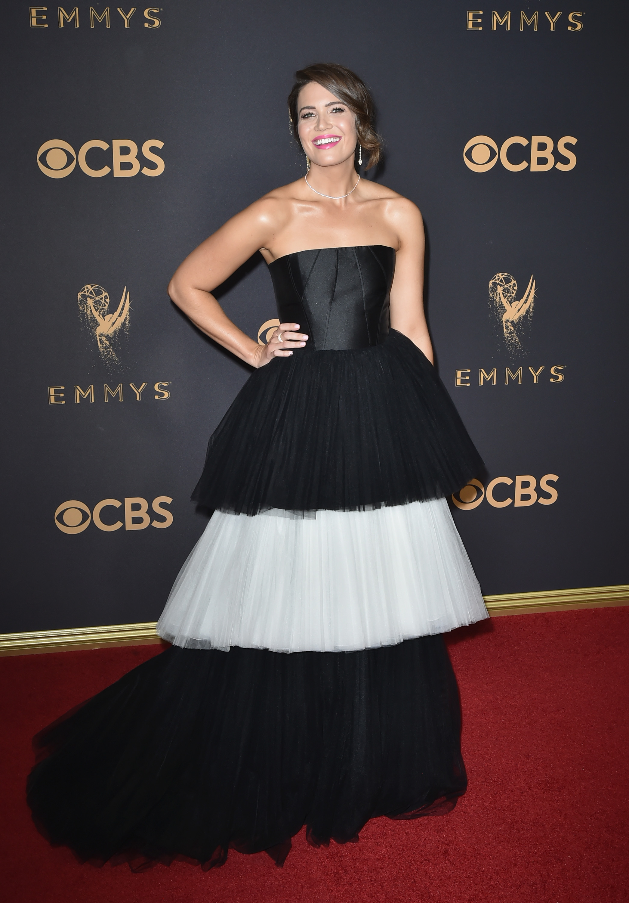 Mandy Moore, estilo, look, style, dress, vestido, Emmy Awards, Emmys