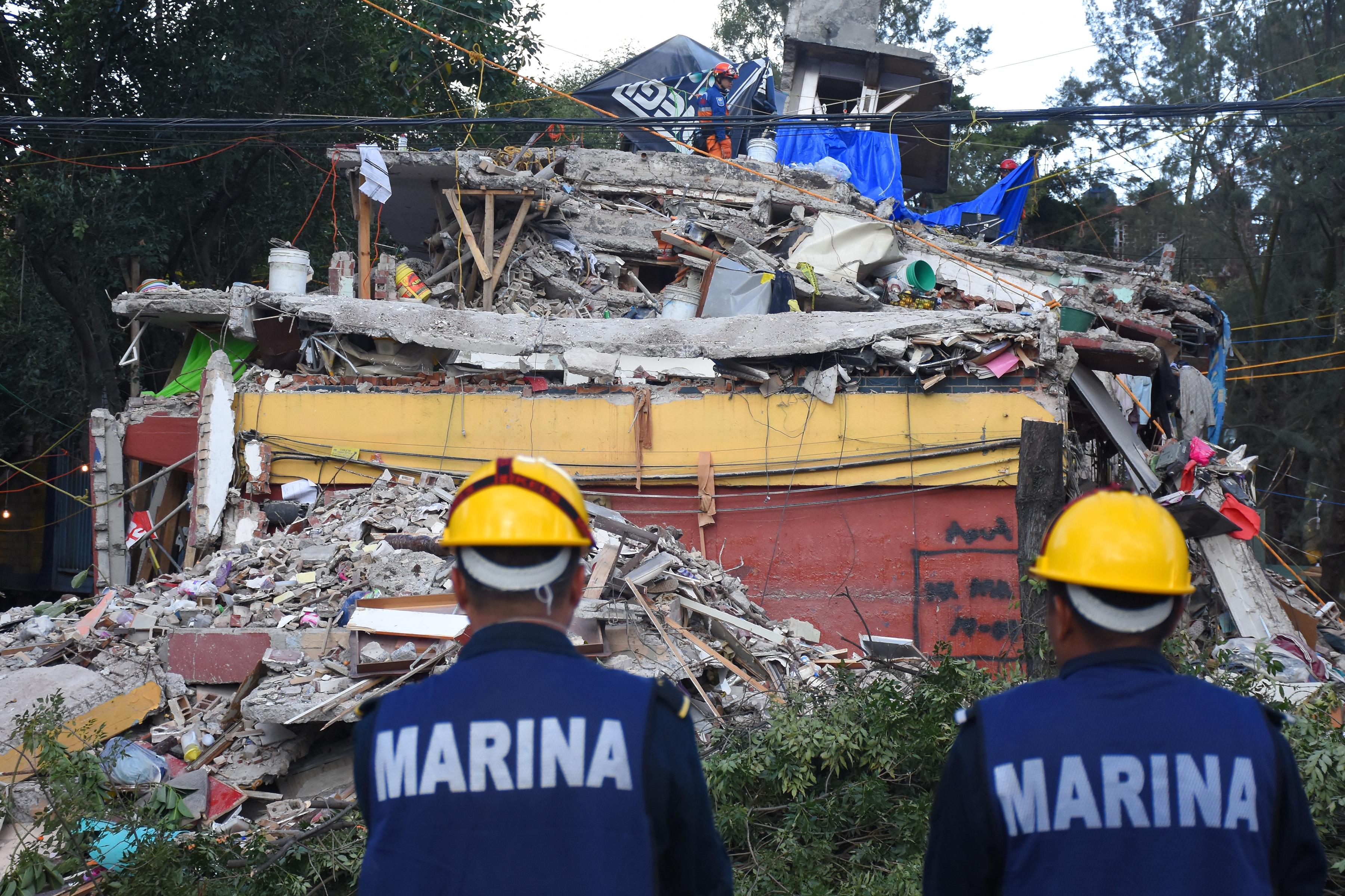 Rescatan los cuerpos sin vida de 2 menores colapsado en Tlalpan y Taxqueña