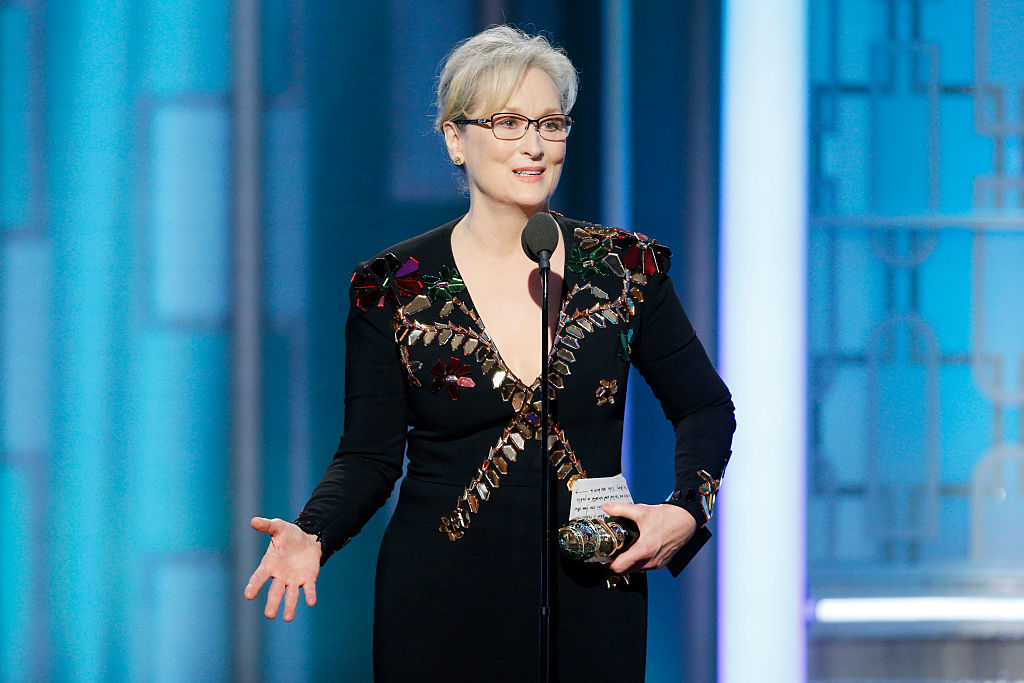 MerylStreep acepta su premio en los Golden Globe Awards 2017