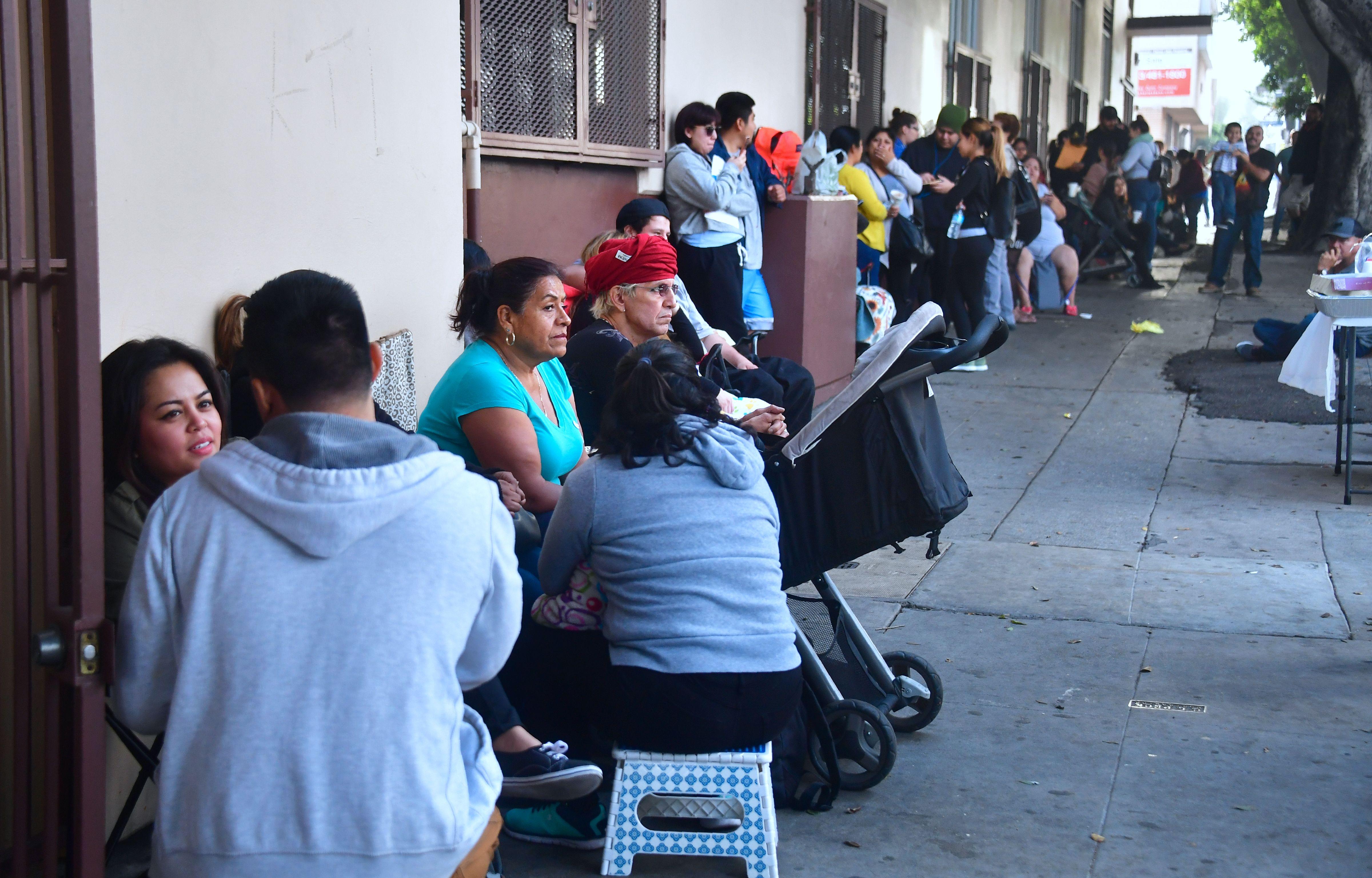 Dreamers esperando para aplicar para el DACA