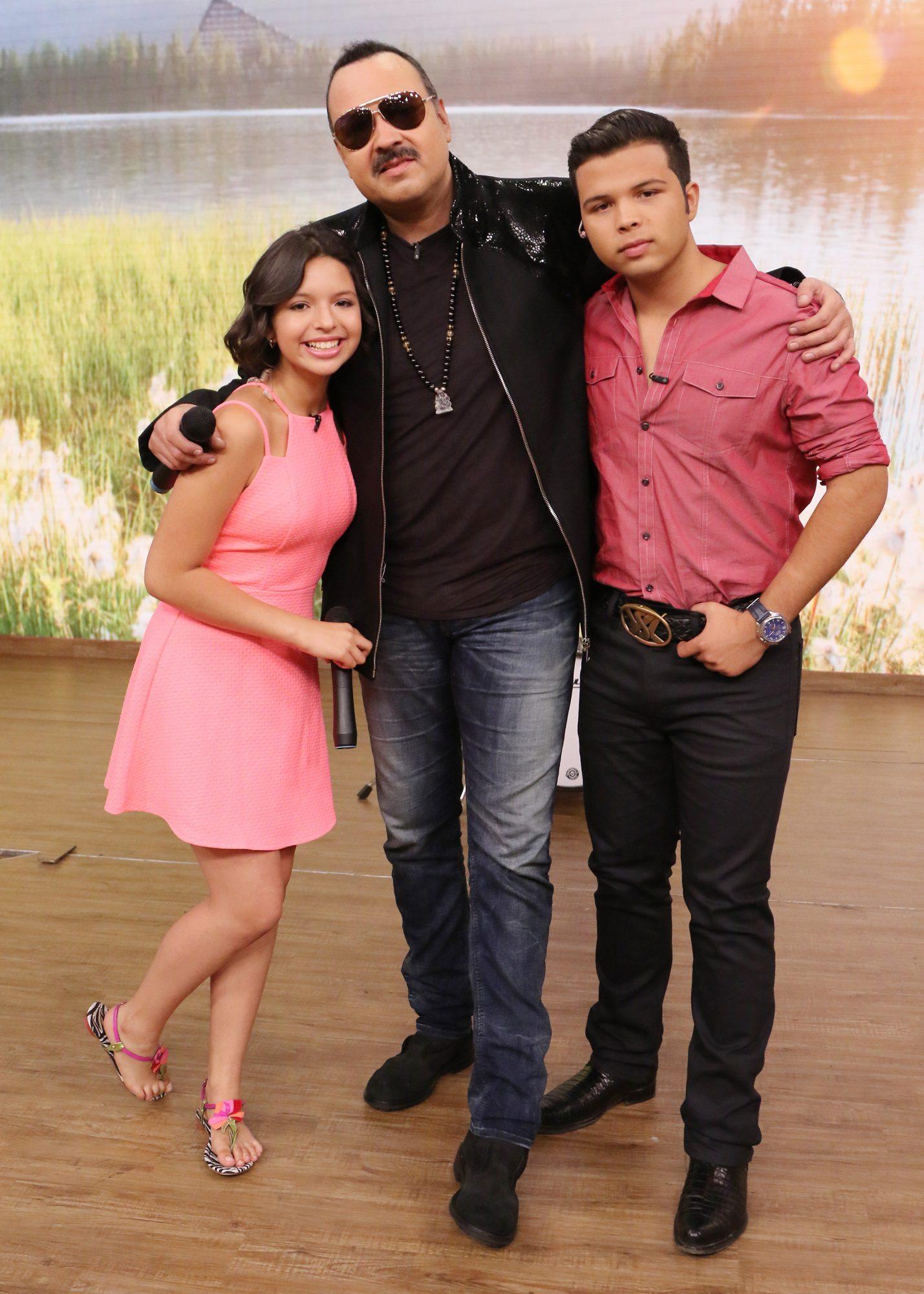 Pepe Aguilar y sus hijos Angela y Leonardo