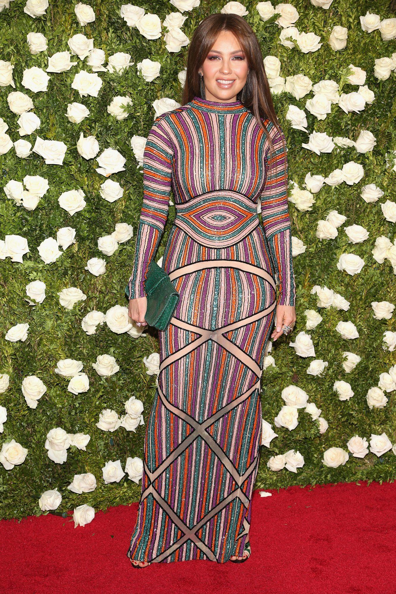 Thalia, look, estilo, style, Tony Awards, premios Tony, stripes, rayas, tendencia, trend