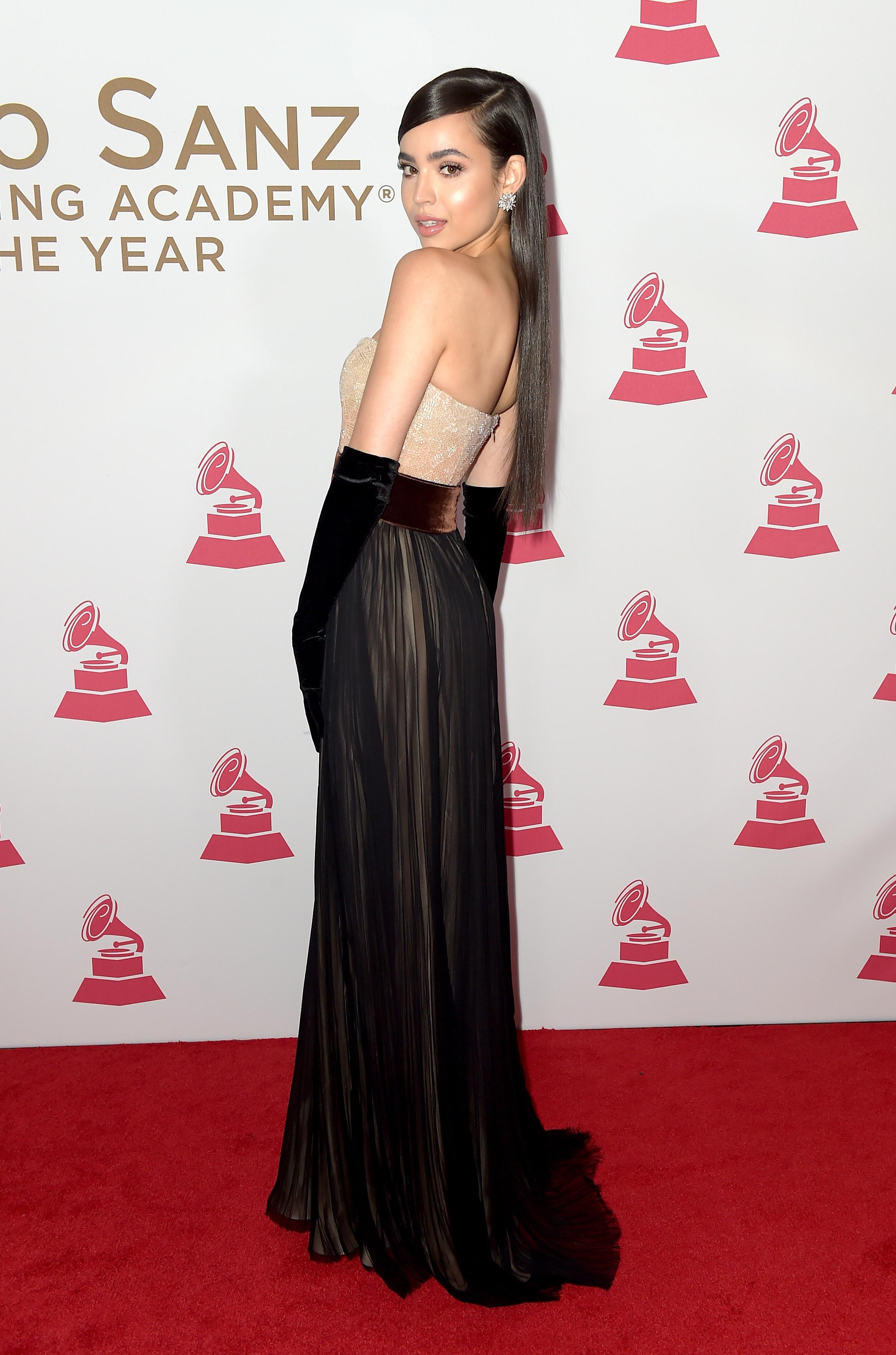 Sofia Carson, looks, estilo, style