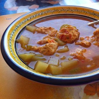 Sopa de albóndigas de pollo