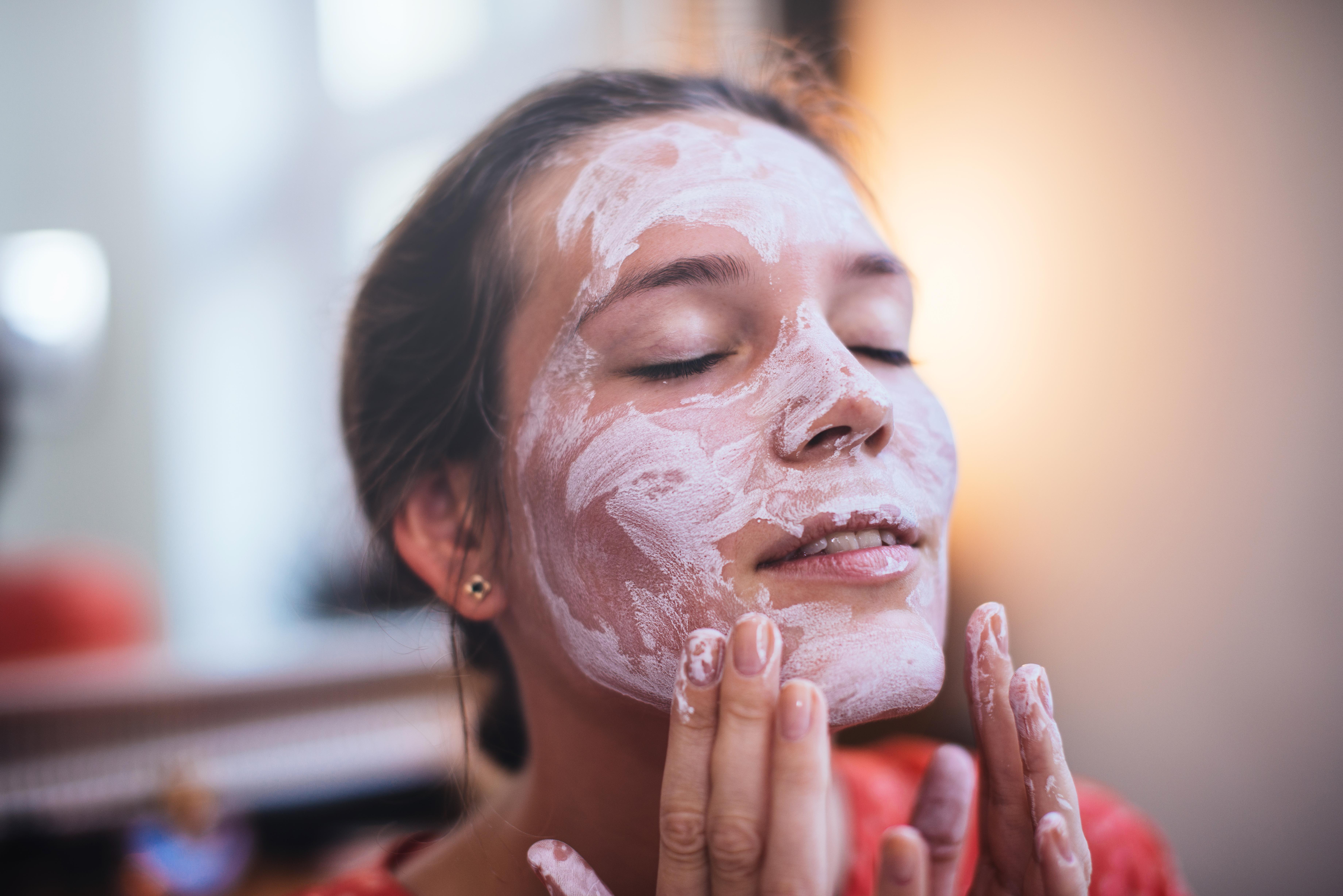 Woman using a beauty mask.