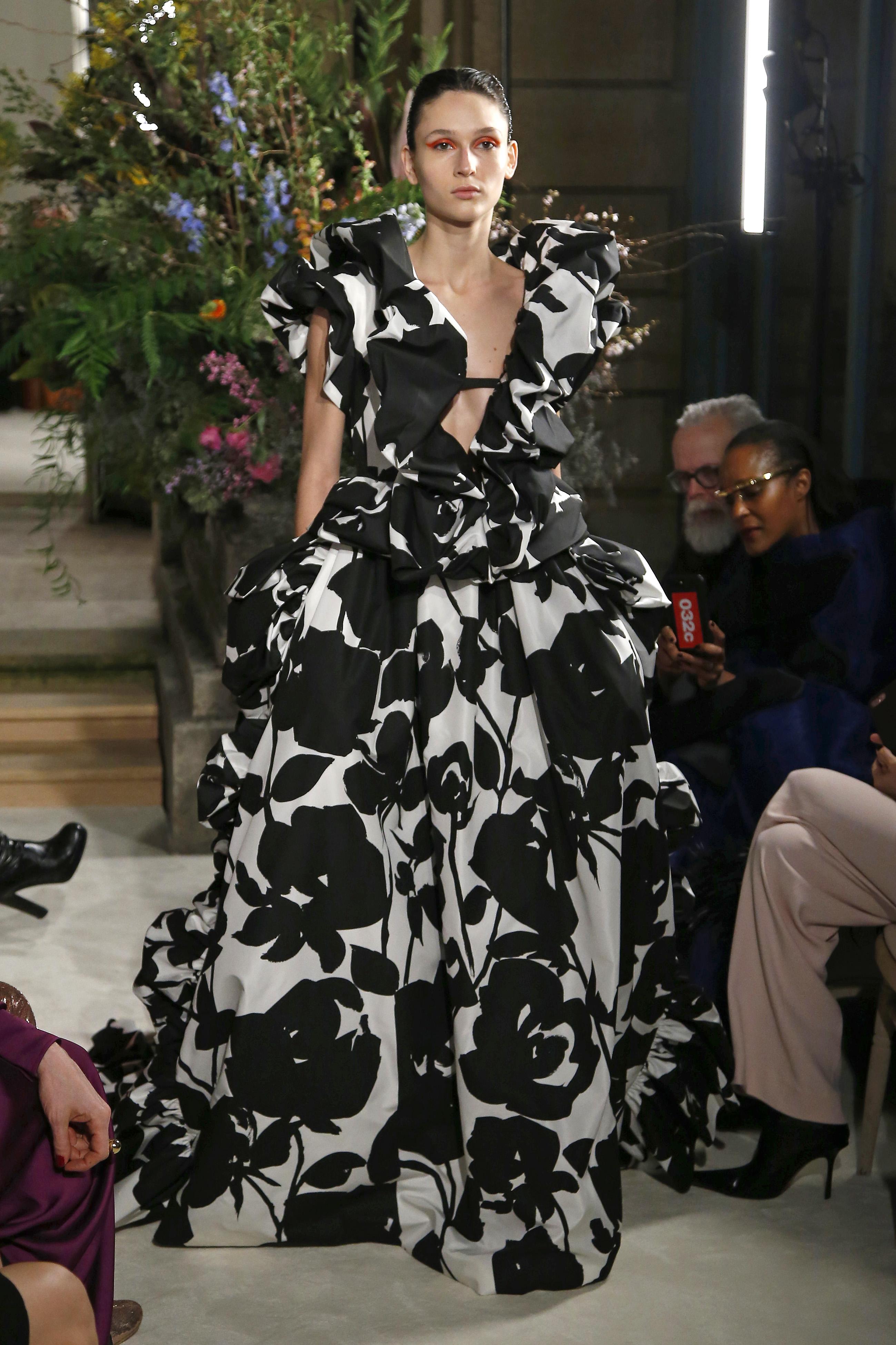 Valentino : Runway - Paris Fashion Week - Haute Couture Spring Summer 2018