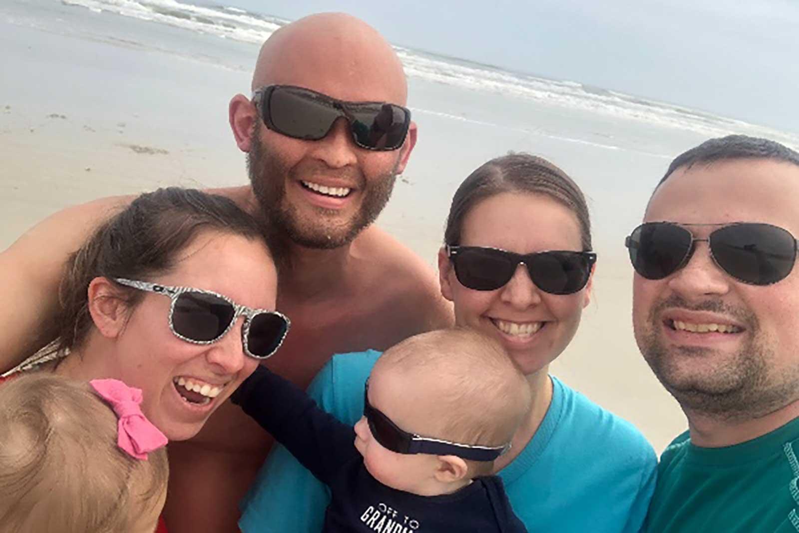 Lee Goggin y su familia
