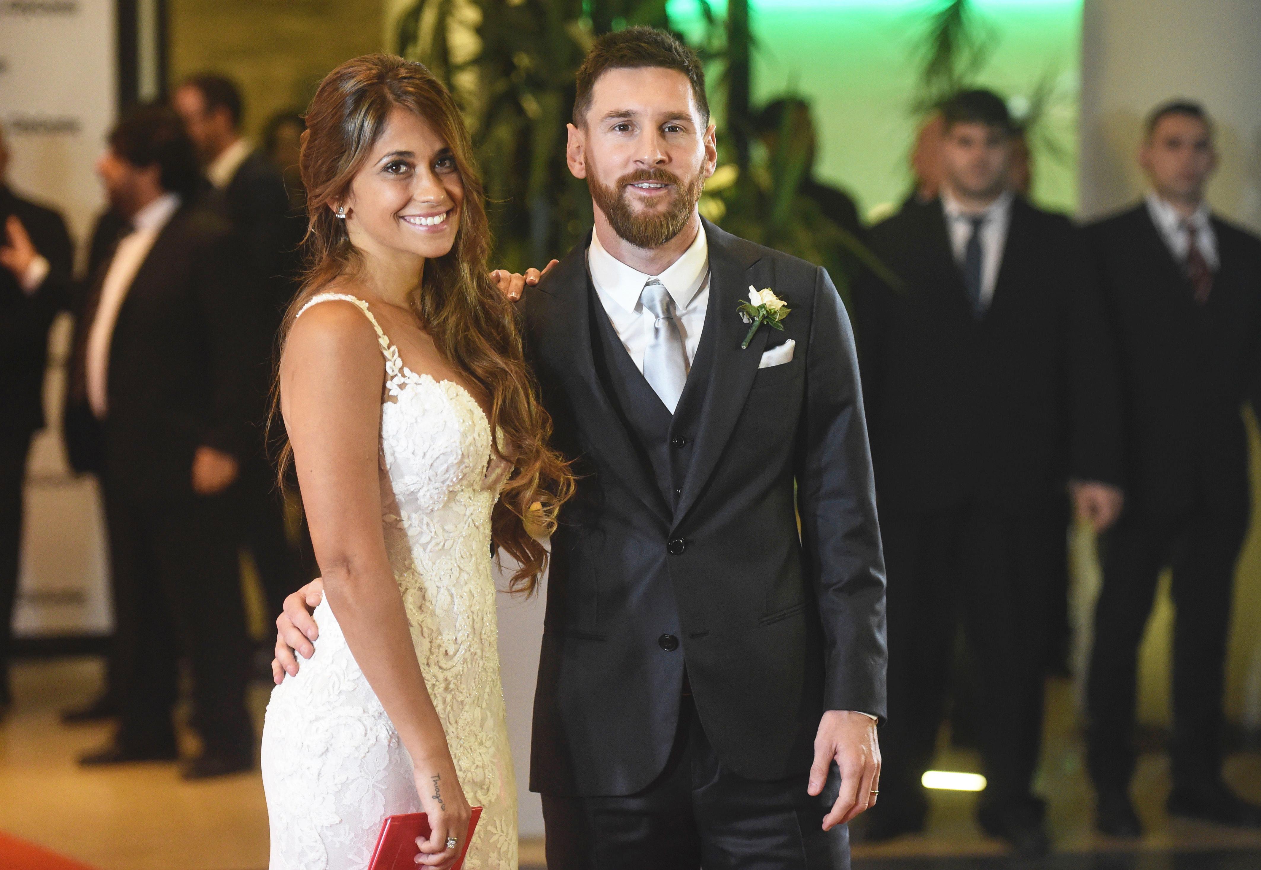 Antonella Roccuzzo y su esposa Lionel Messi