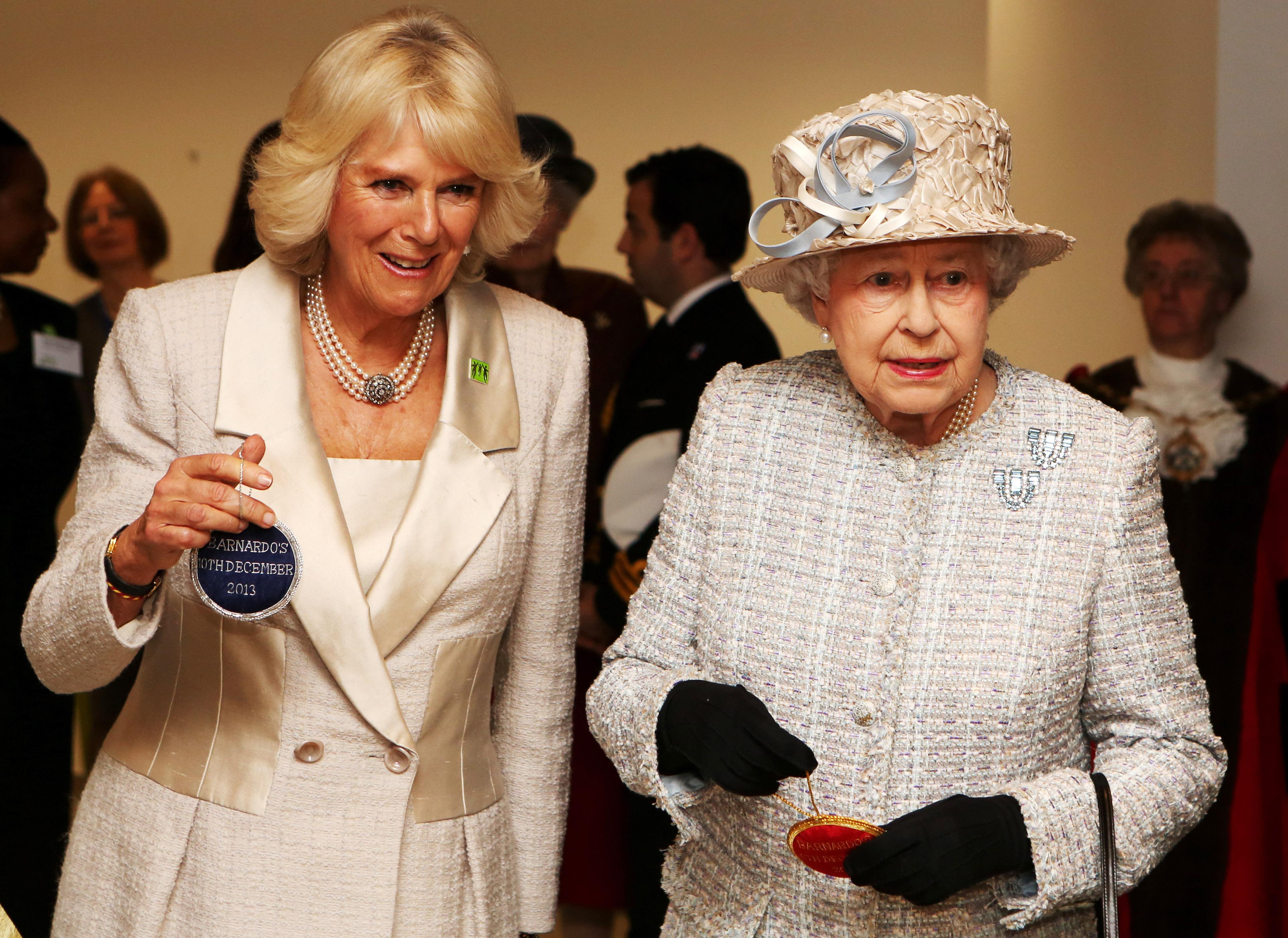 Camilla Parker Bowles y la reina Isabel II