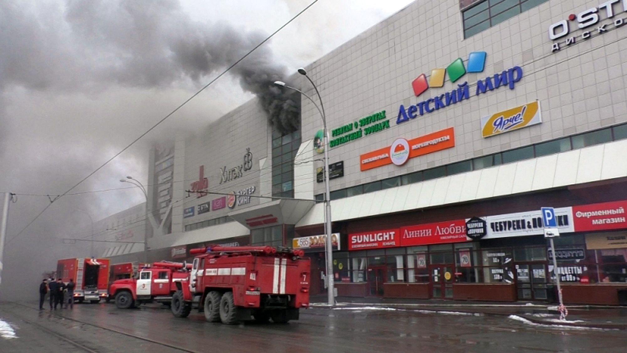 Fuego en centro comercial en Rusia