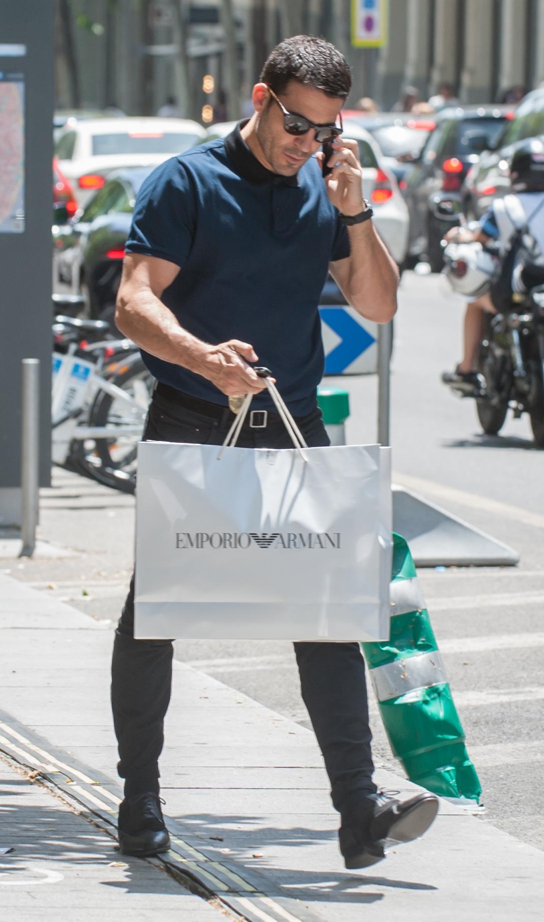 Miguel Angel Silvestre de compras