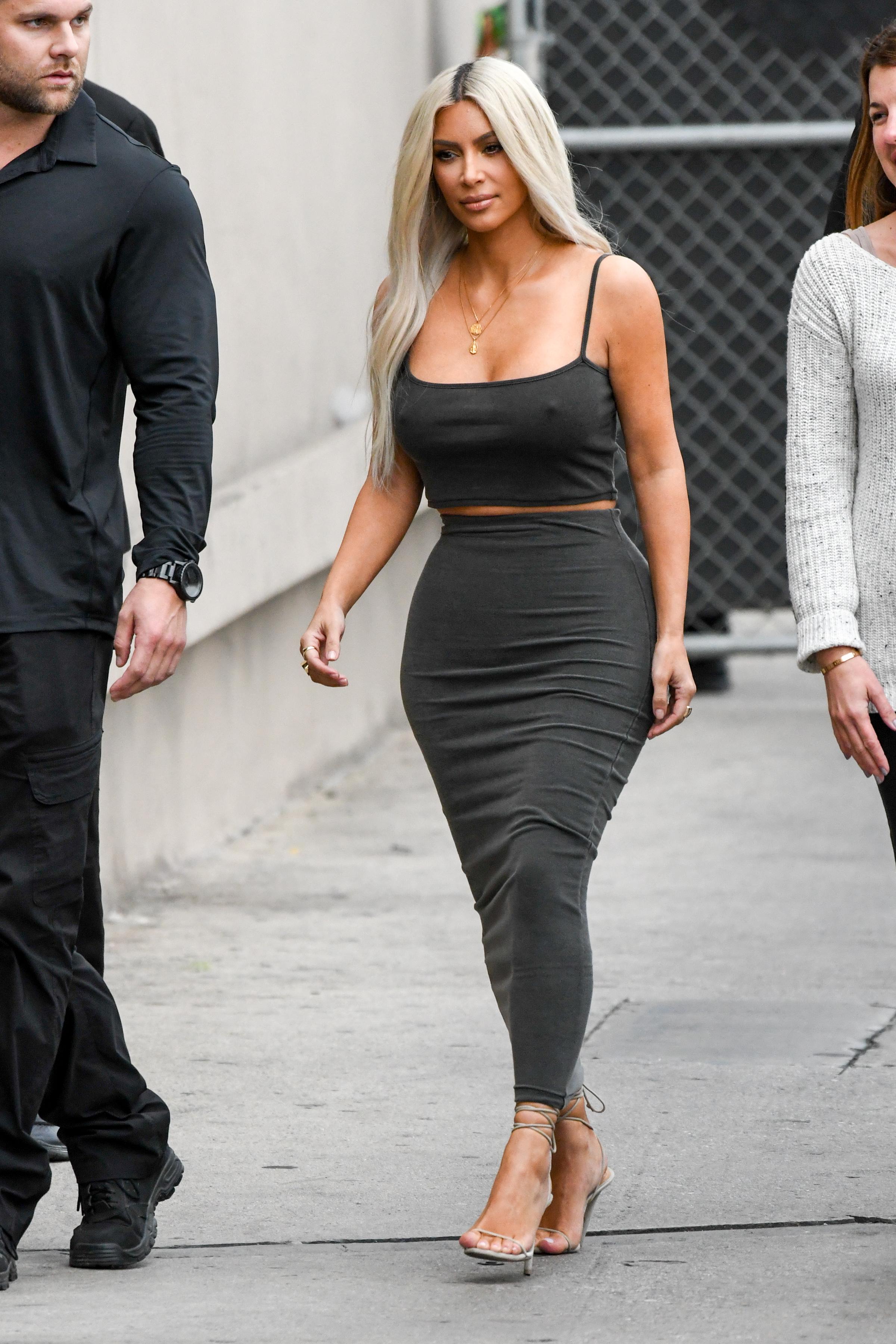 Kim kardashian, pezones, braless