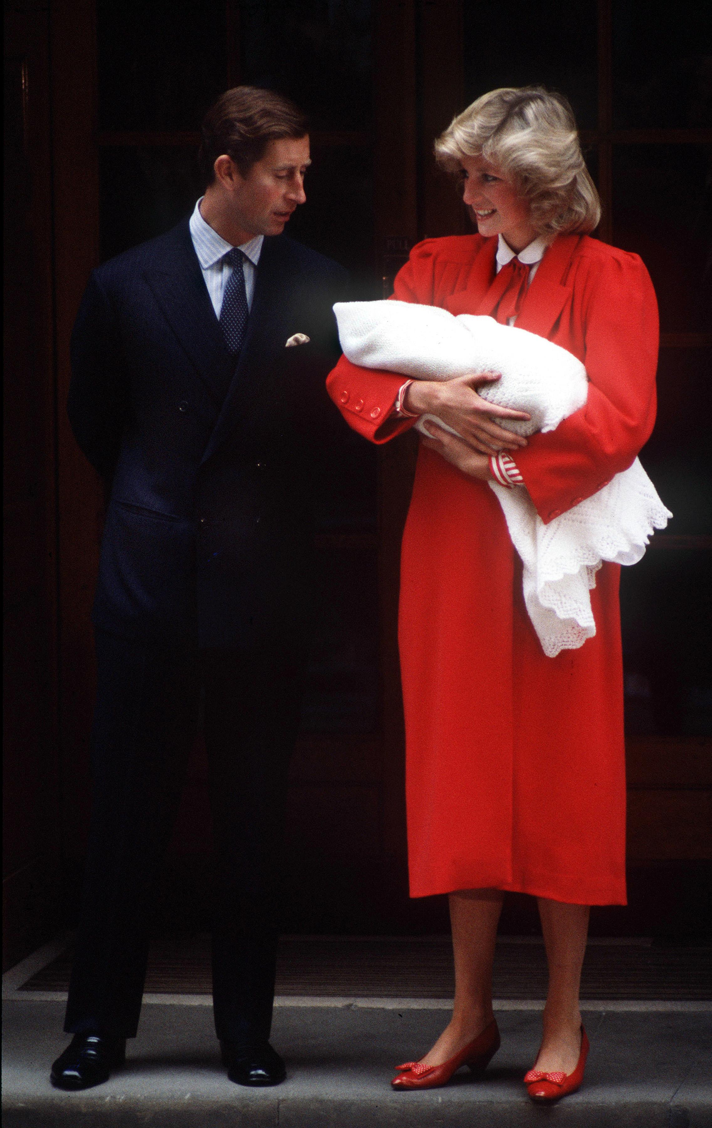 Kate middleton, vestido, rojo, hospital, princesa, Diana