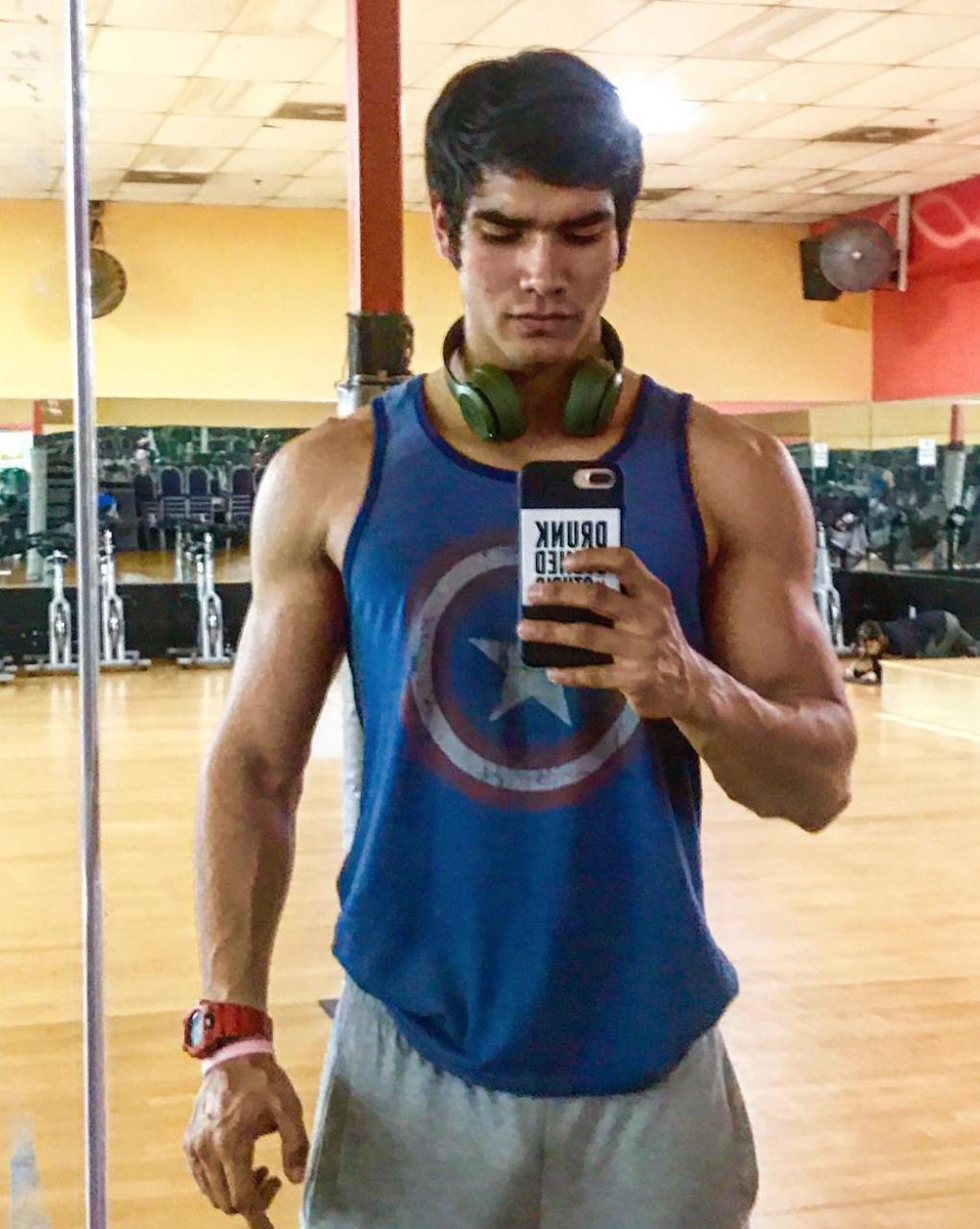 Hermano de Alejandra Espinoza9