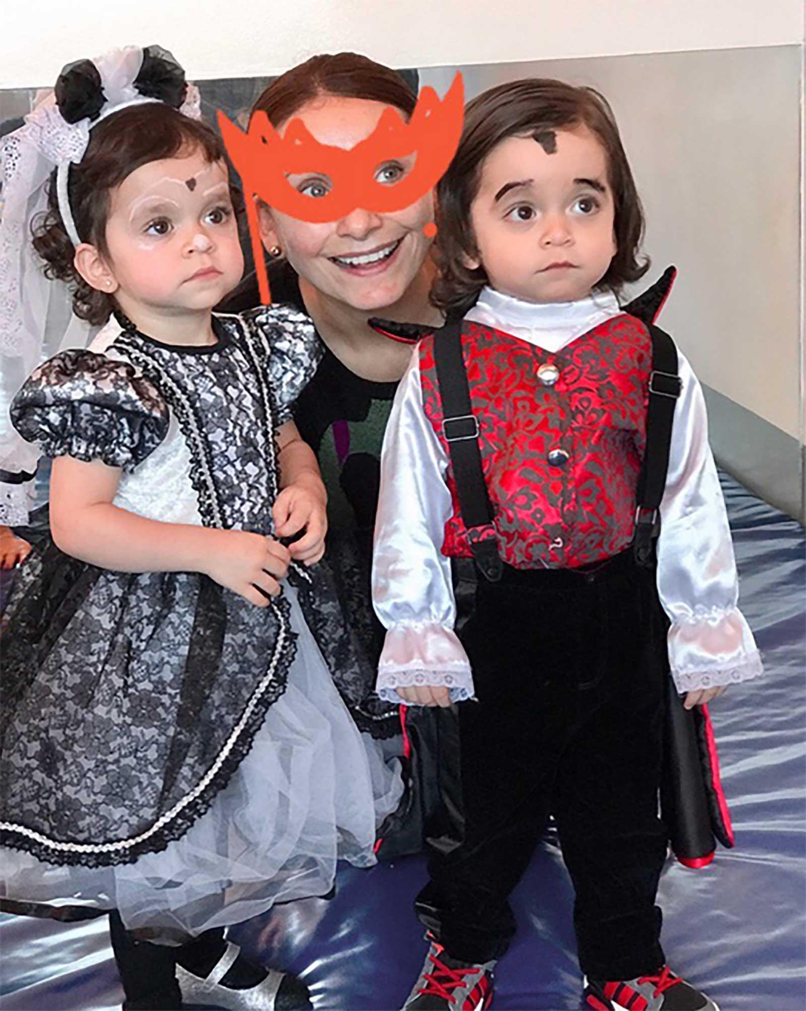 León Salinas, Máxima Salinas, Elizabeth Álvarez