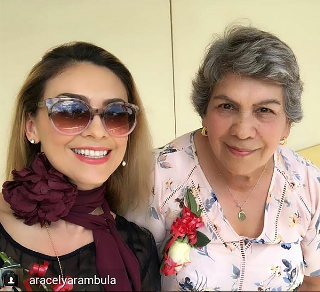 Aracely Arámbula y su madre Socorro Jacques