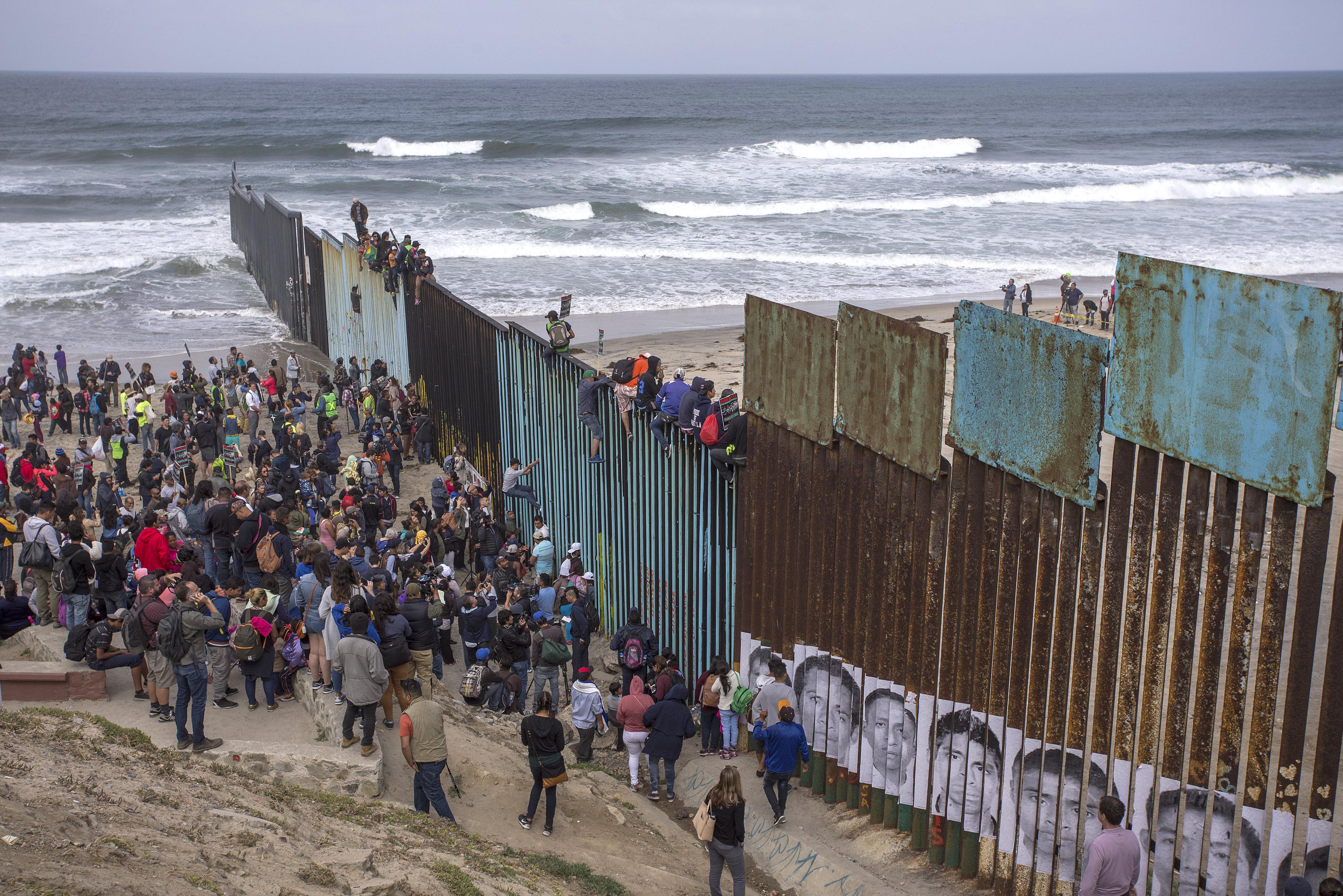 caravan-immigrants.jpeg
