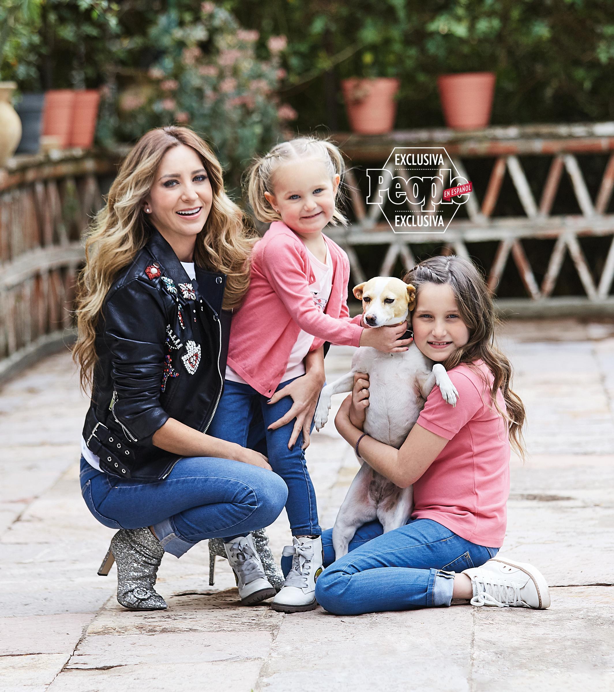 Geraldine Bazan y sus hijas