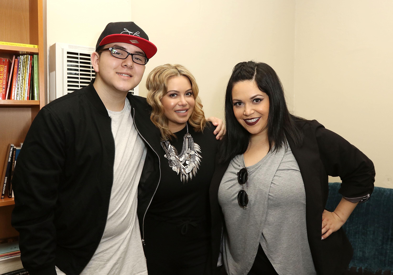 Johnny Rivera y sus hermanas Chiquis Rivera y Jacqie Campos