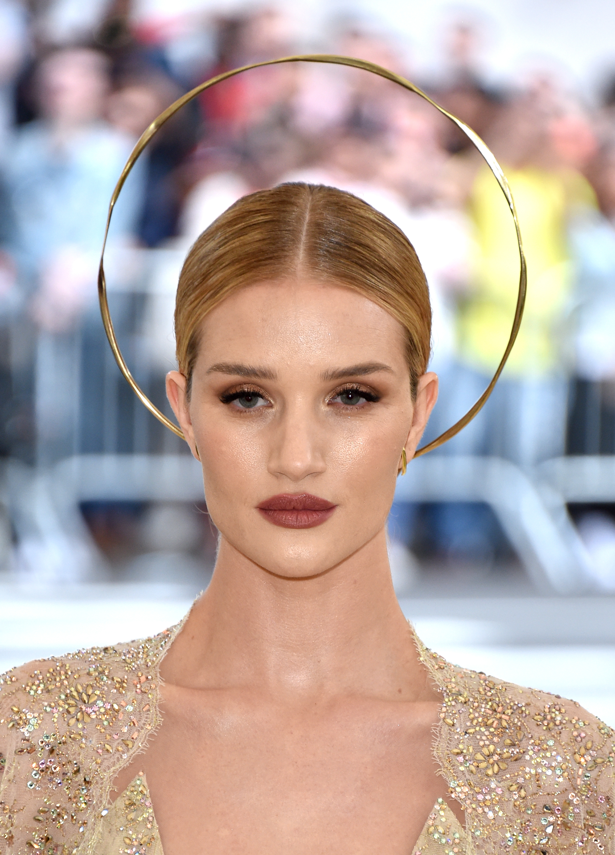 Rosie Huntington-Whiteley, met gala, 2018, headpiece, corona, tocado