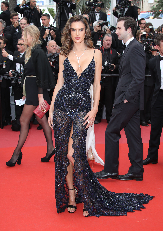 Alessandra Ambrosio, look, sexy, Cannes