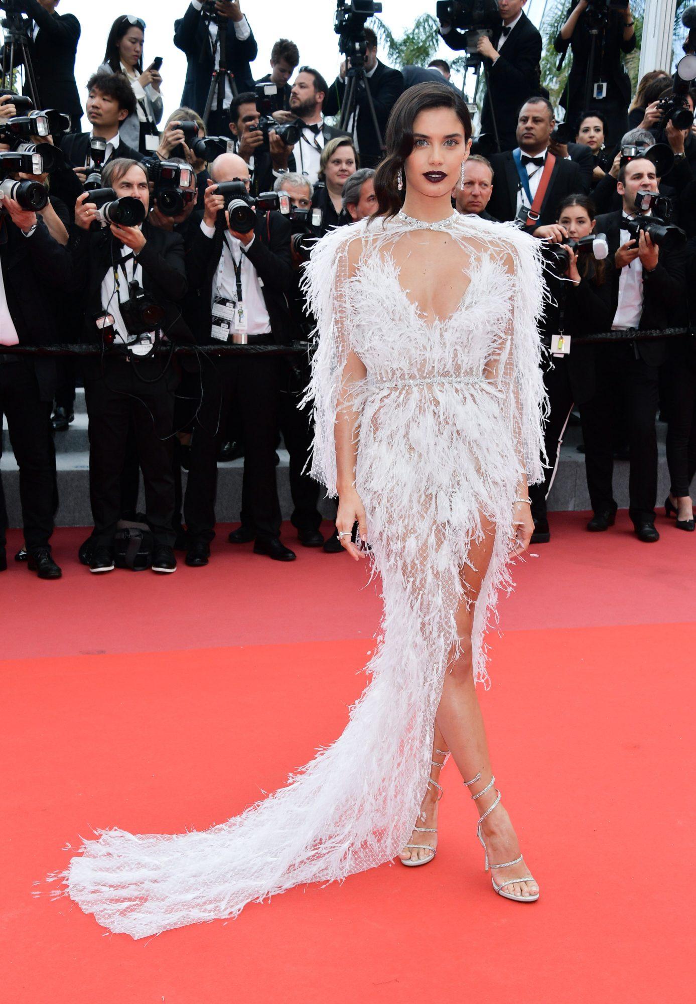 Sara Sampaio, look, sexy, Cannes
