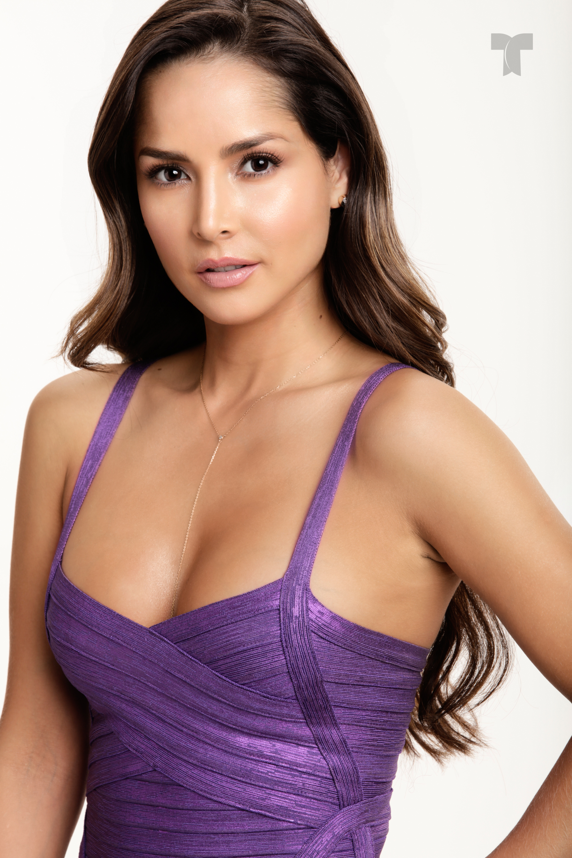 Carmen Villalobos como Catalina Santana_003 copia