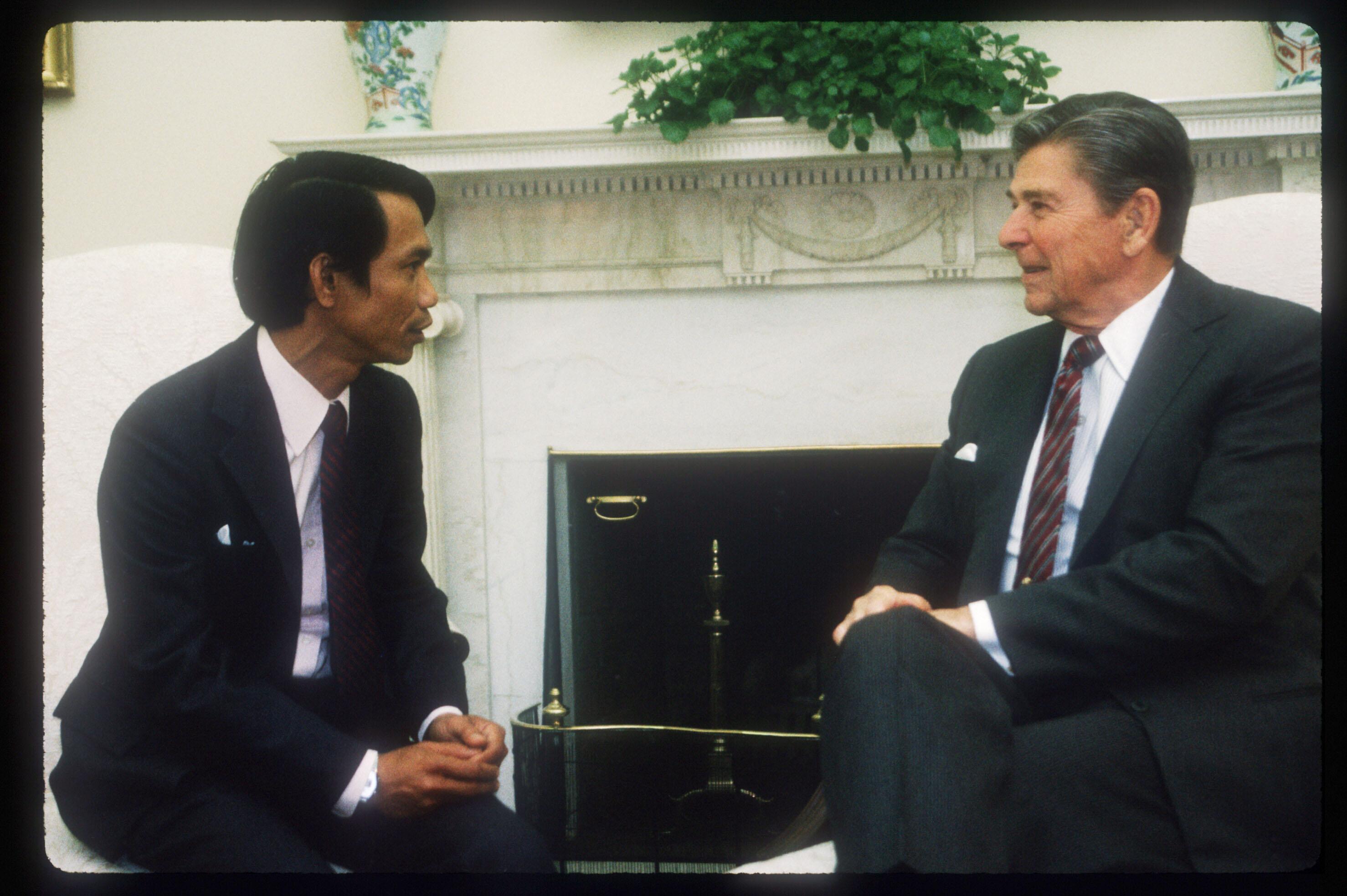 Ronald Reagan Meets With Dith Pran