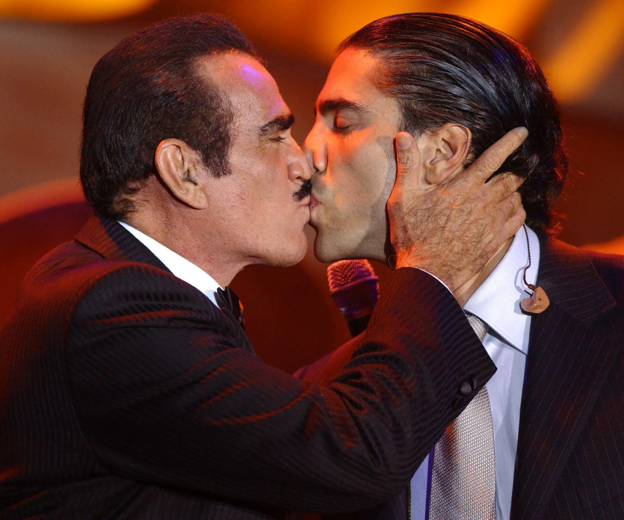 Mexican Ranchero singer Vicente Fernandez (L) kiss