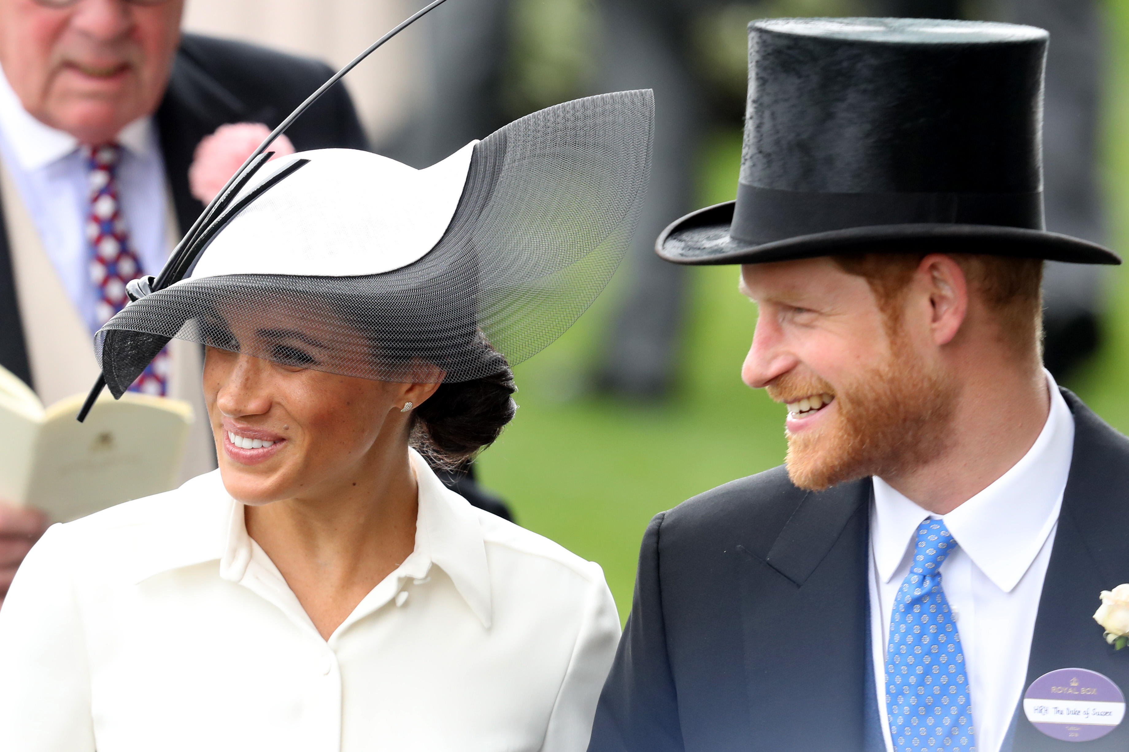 Meghan Markle, look, sombrero, pamela, tocado