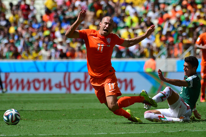 Arjen Robben, Hector Moreno