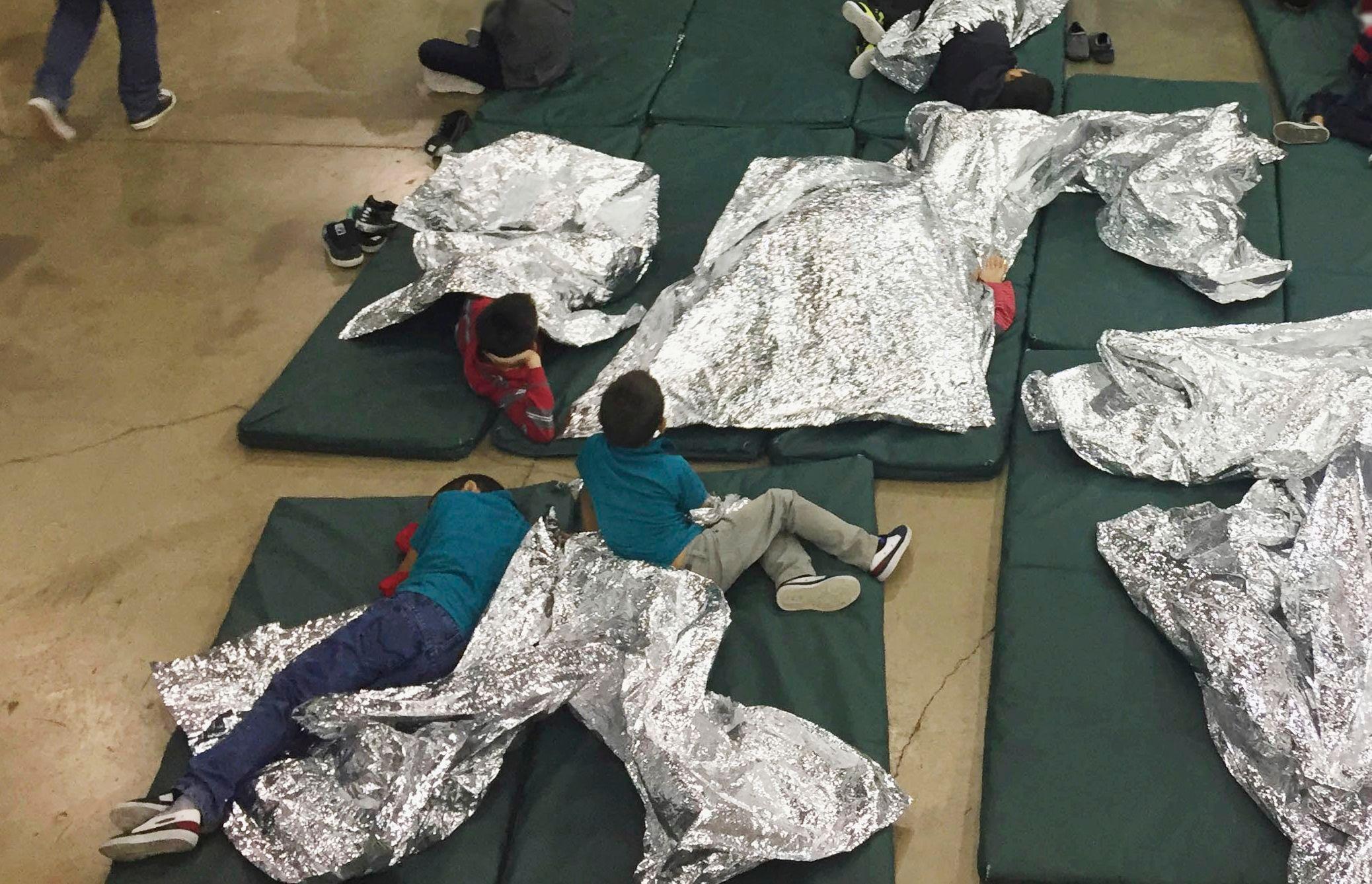 Niños en centro de detencion y deportacion