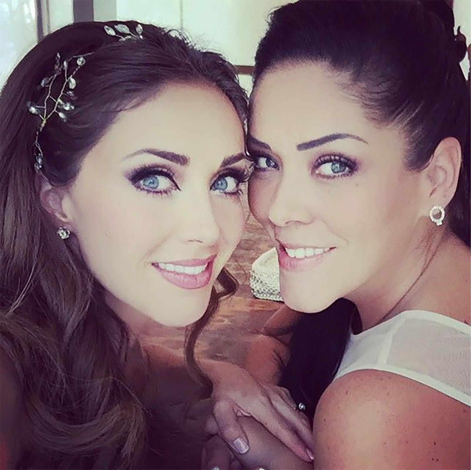 Anahí y su hermana mayor, Marichelo