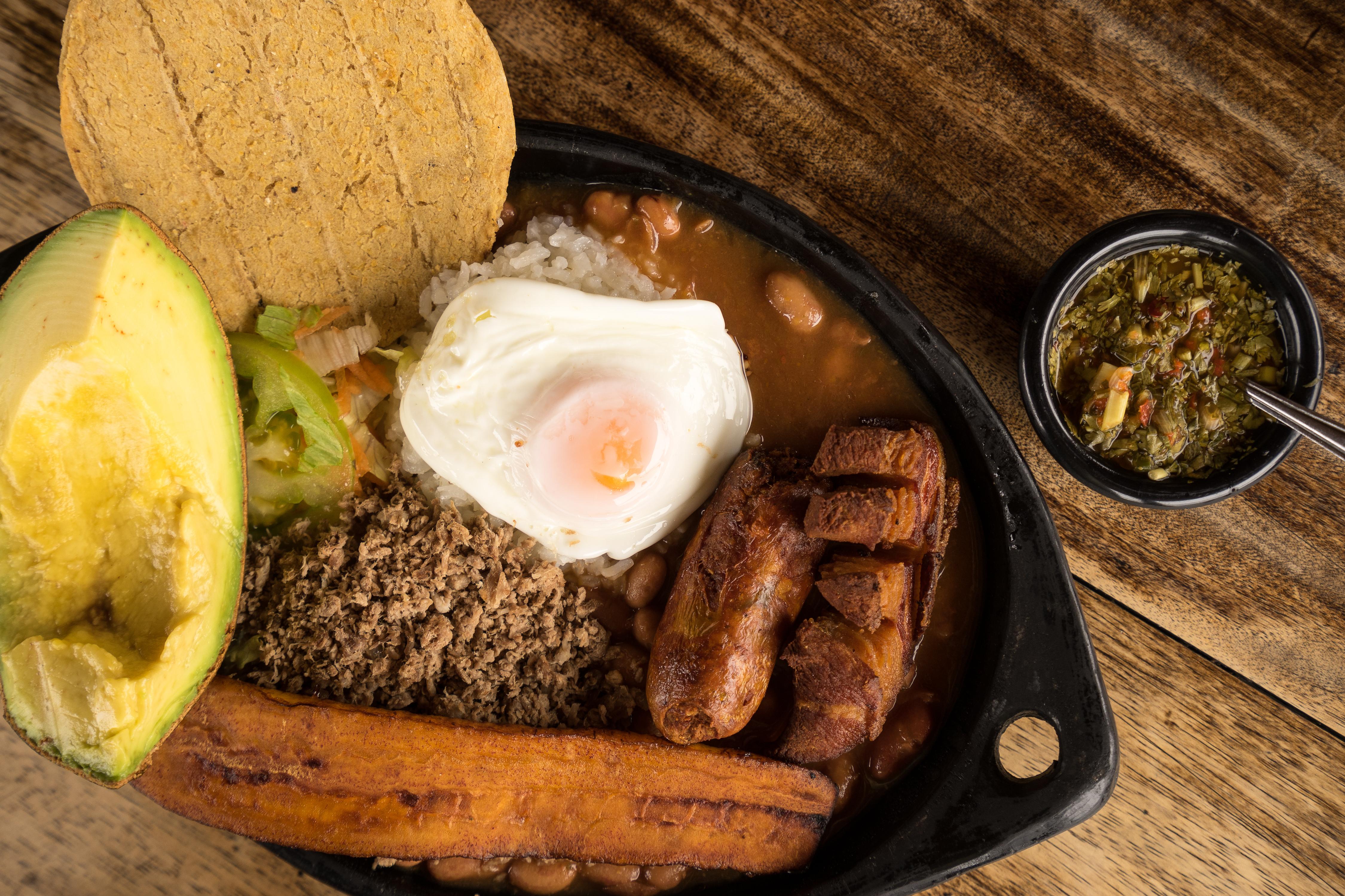 paisa bandeja traditional Colombian food