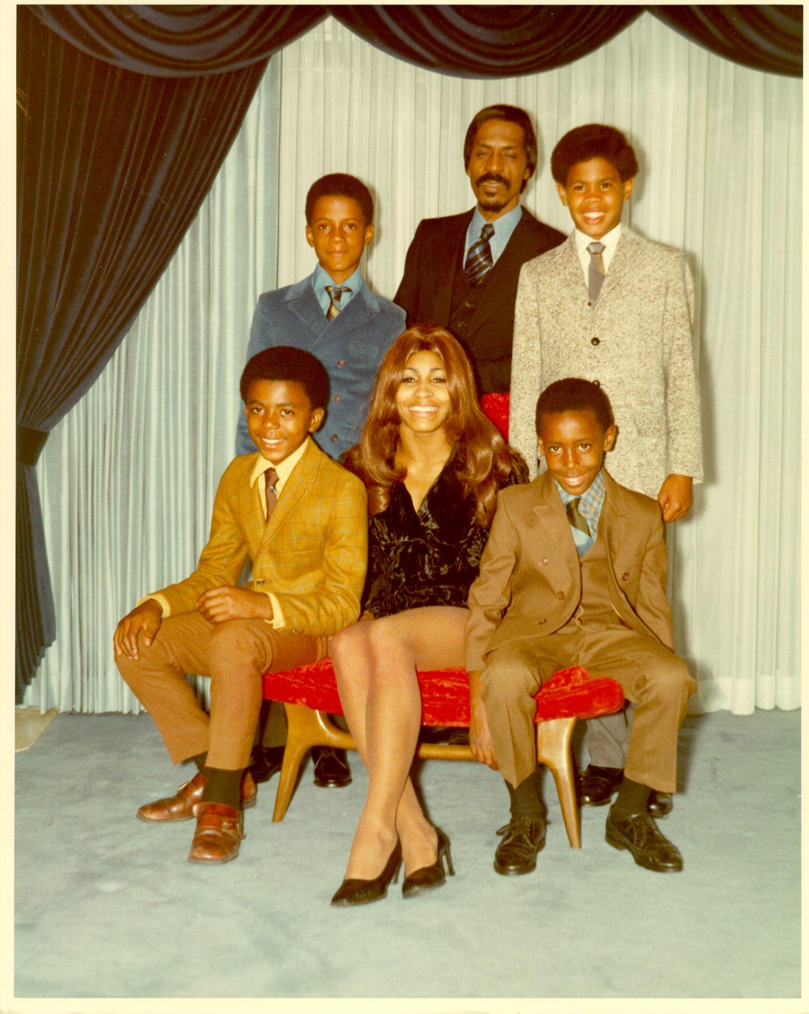 Tina Turner con sus hijos y hijastros
