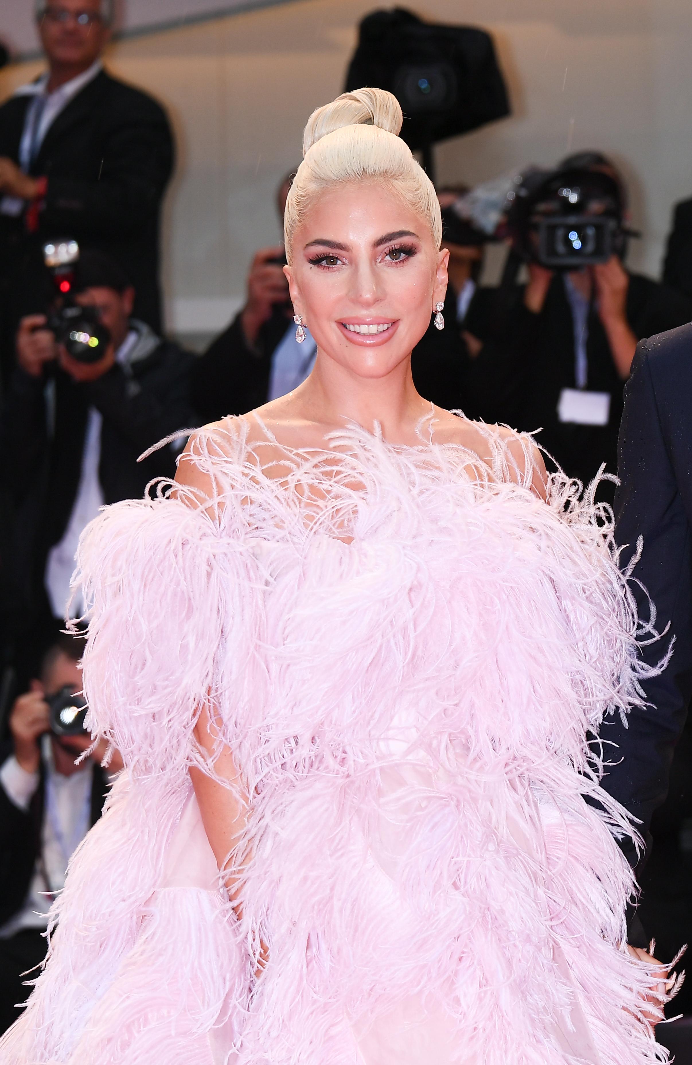 Lady Gaga, Venice, Venecia, festival de cine, alfombra roja, look, vestido