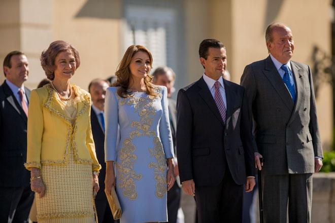 Enrique Peña Nieto y Angélica Rivera con los reyes de España