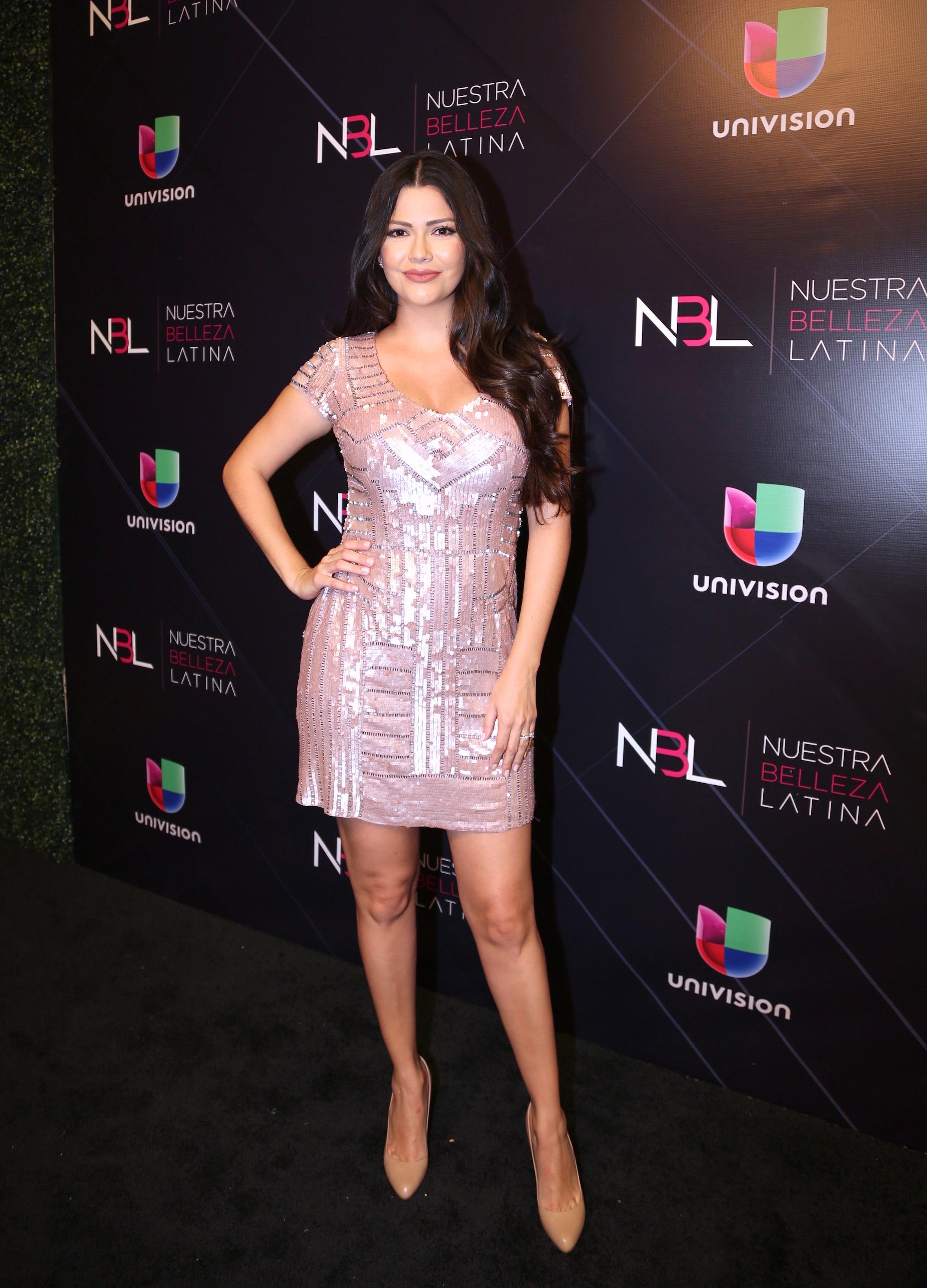Ana Patricia, looks