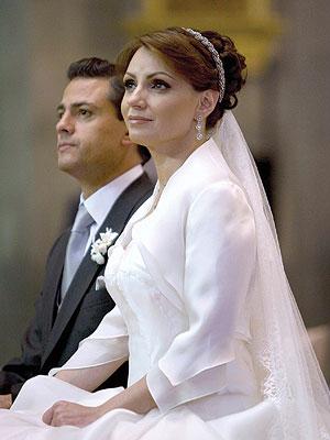Angélica Rivera y Peña Nieto ante el altar
