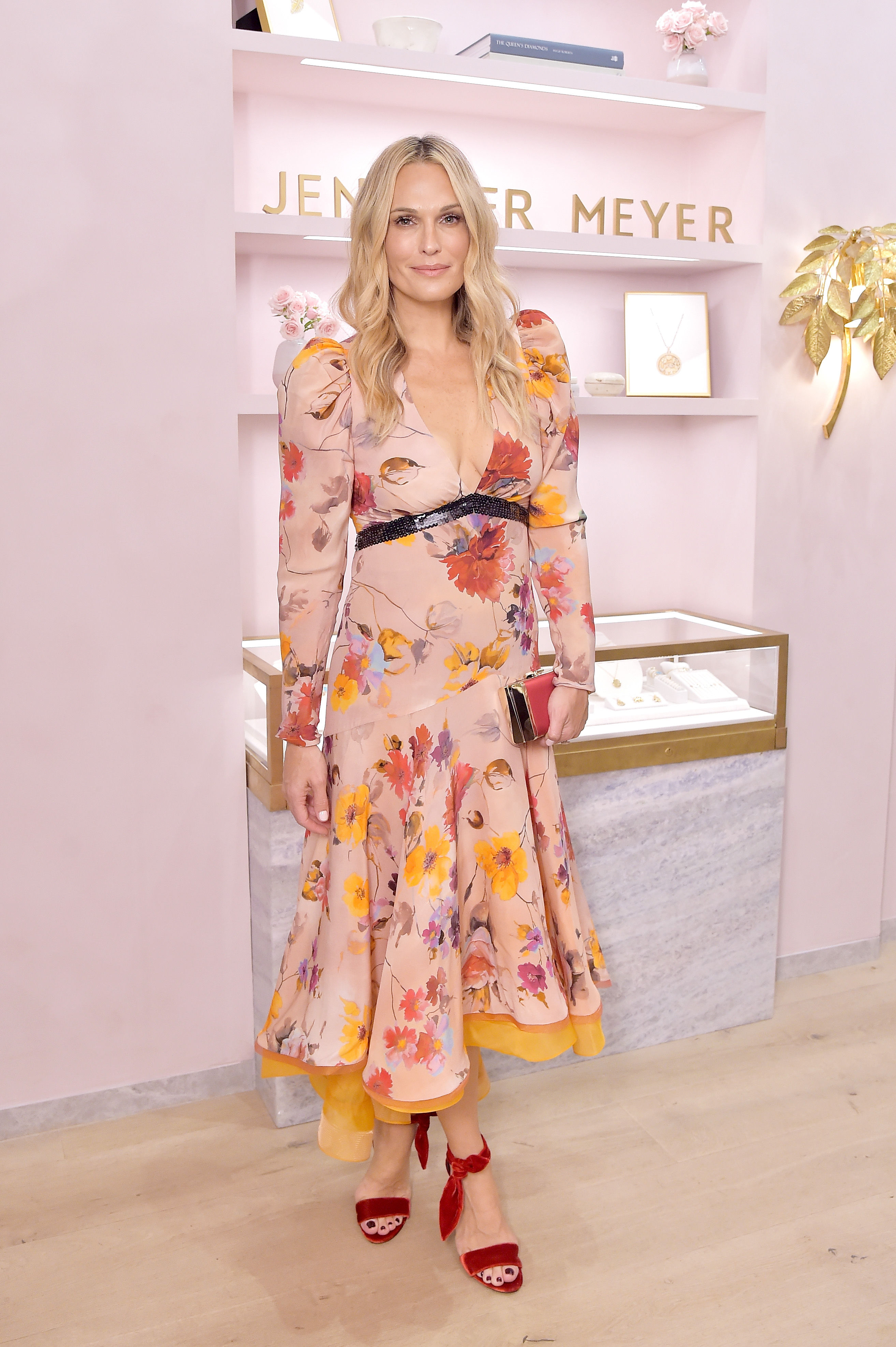 Molly Sims, looks