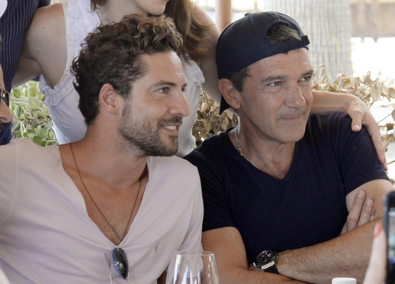 David Bisbal y Antonio Banderas en Marbella, España en julio de 2015.