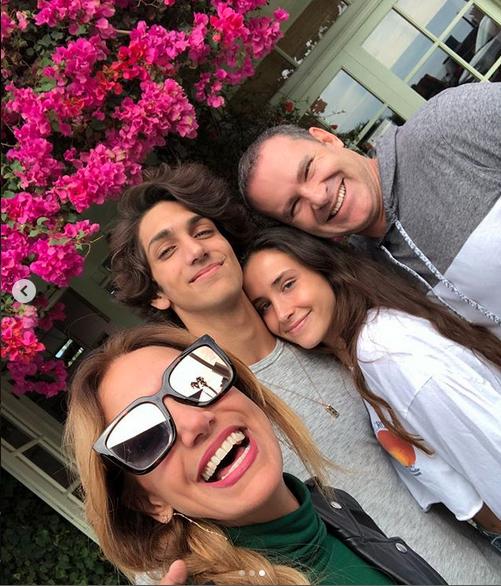 Lili Estefan y Alan Tacher visitan a hijos en la Universidad