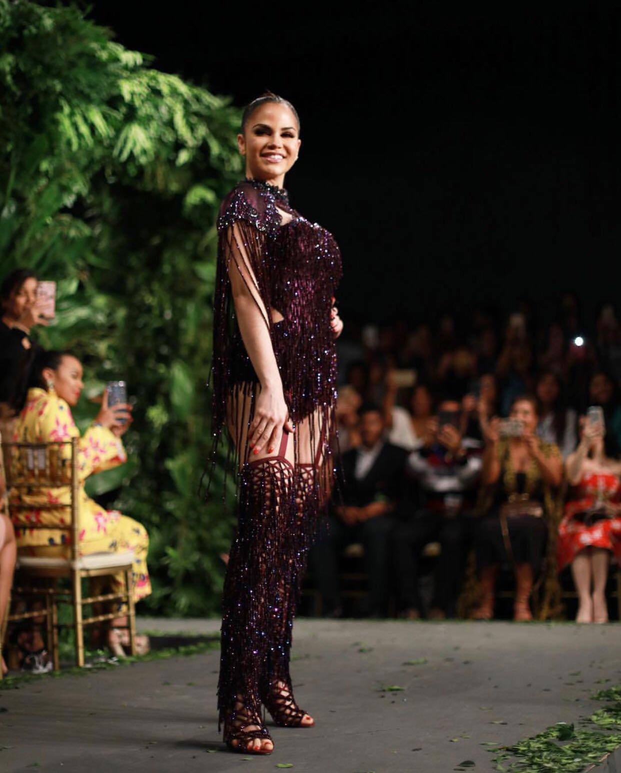 Natti Natasha cierra desfile de Giannina Azar en Dominicana Moda
