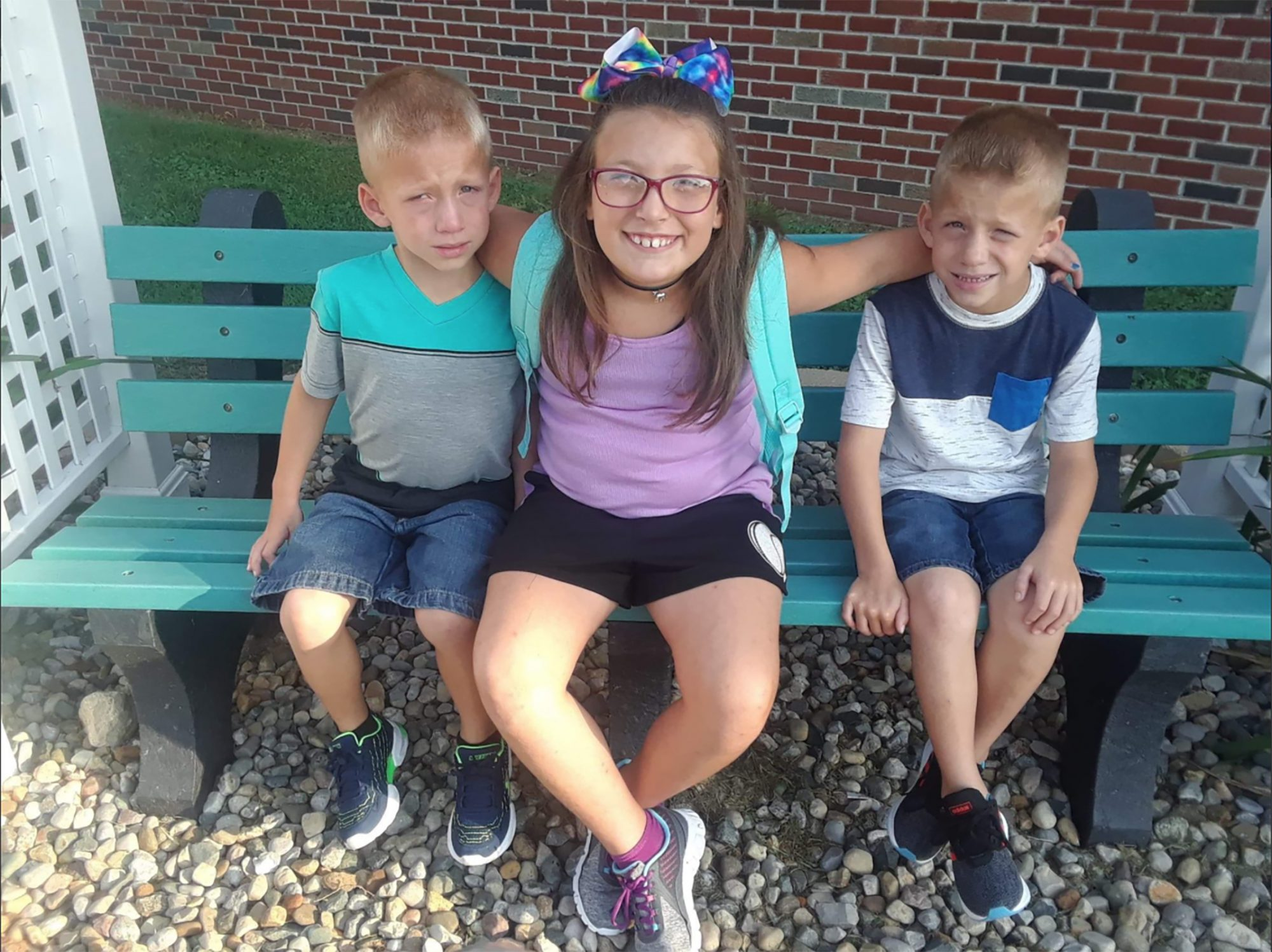 Xzavier, Mason Ingle, 6, y Alivia Stahl, 9