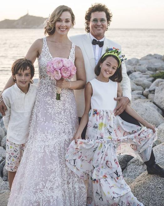 Carlos Vives y familia
