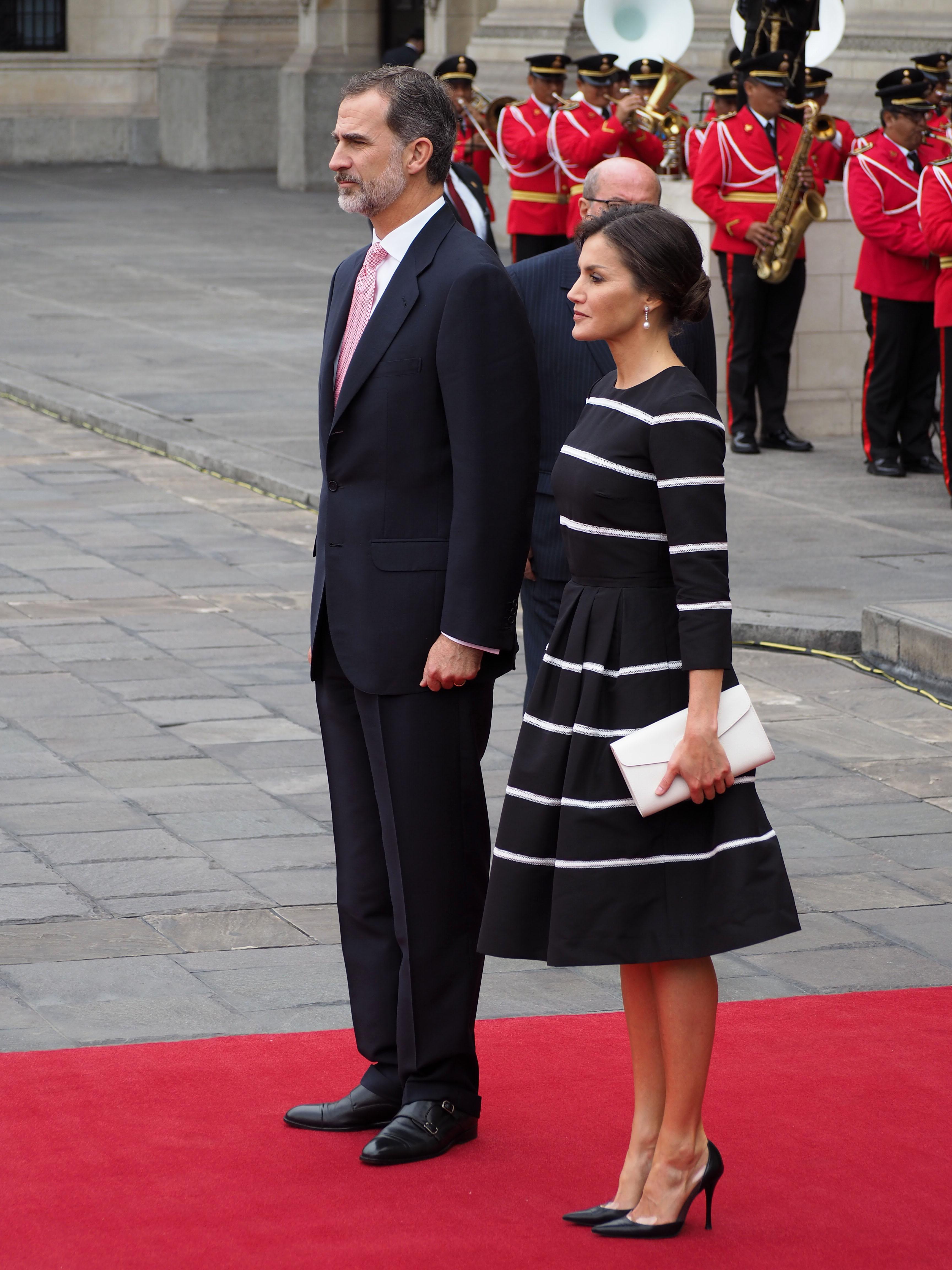 Reina Letizia, realeza, casa real, estilo, moda, Carolina Herrera
