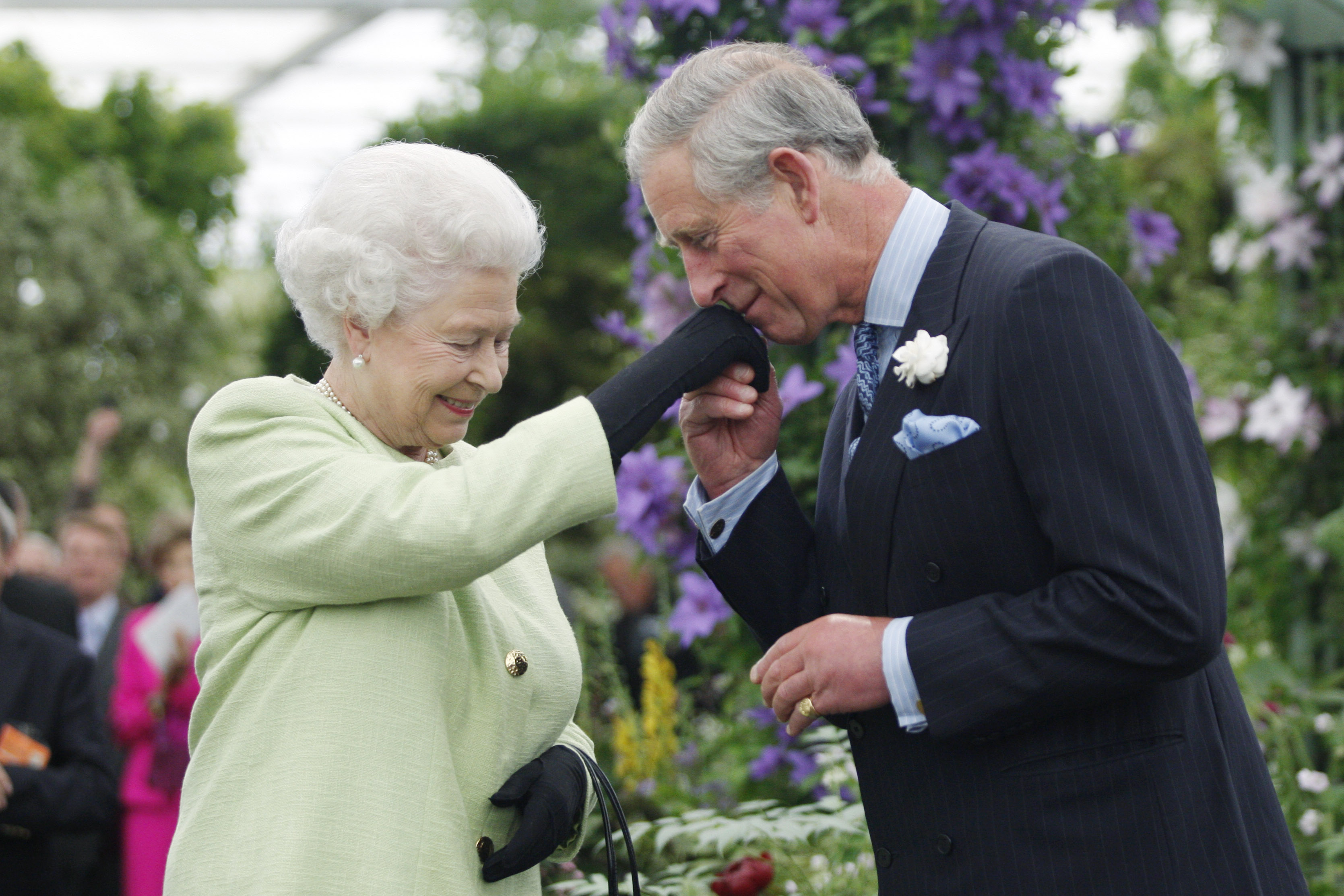 Príncipe Carlos, reina Isabel II