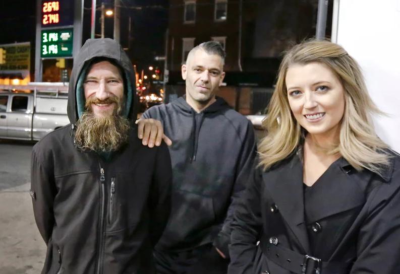pareja-y-homeless-fraude2.png