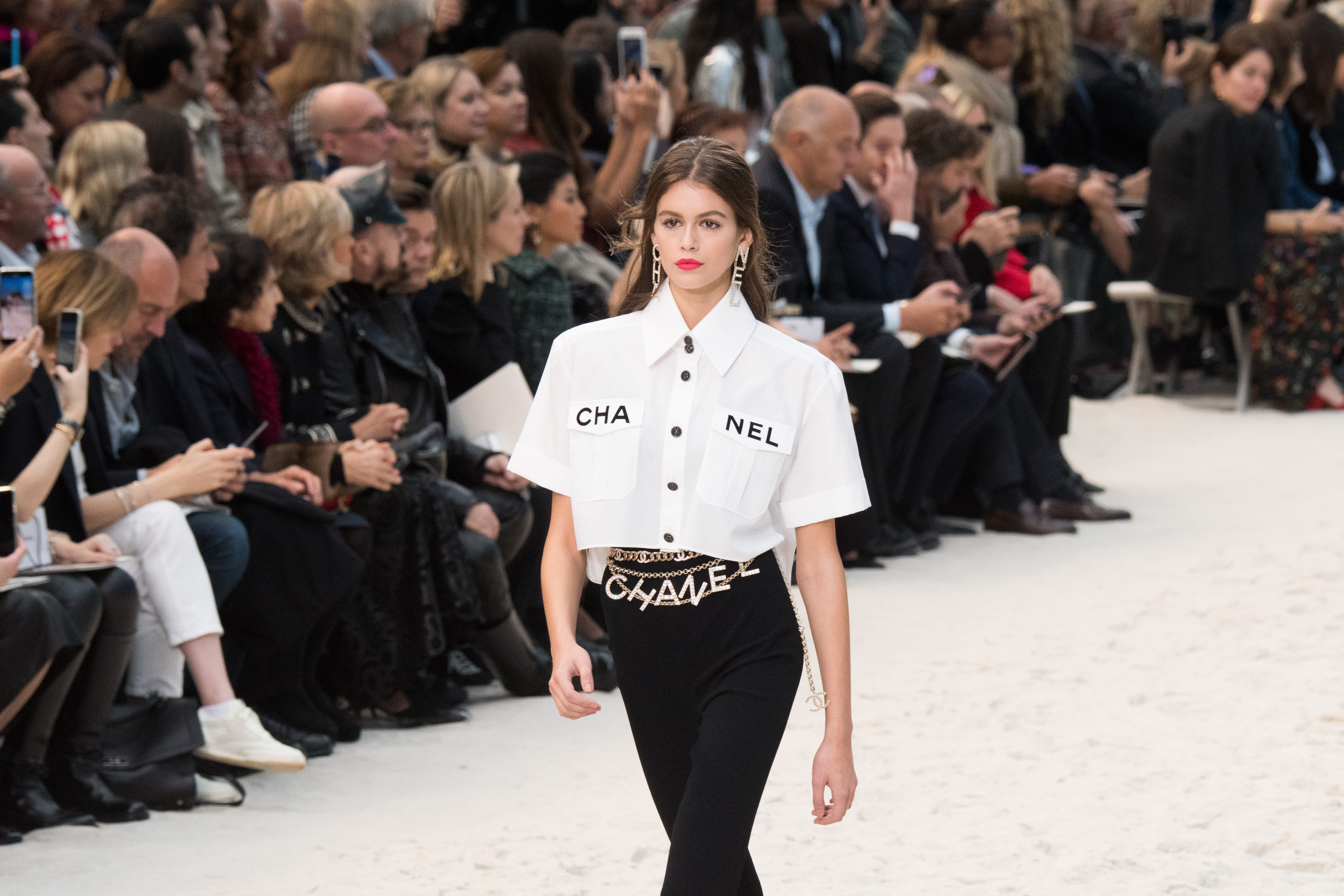 Chanel : Runway - Paris Fashion Week Womenswear Spring/Summer 2019