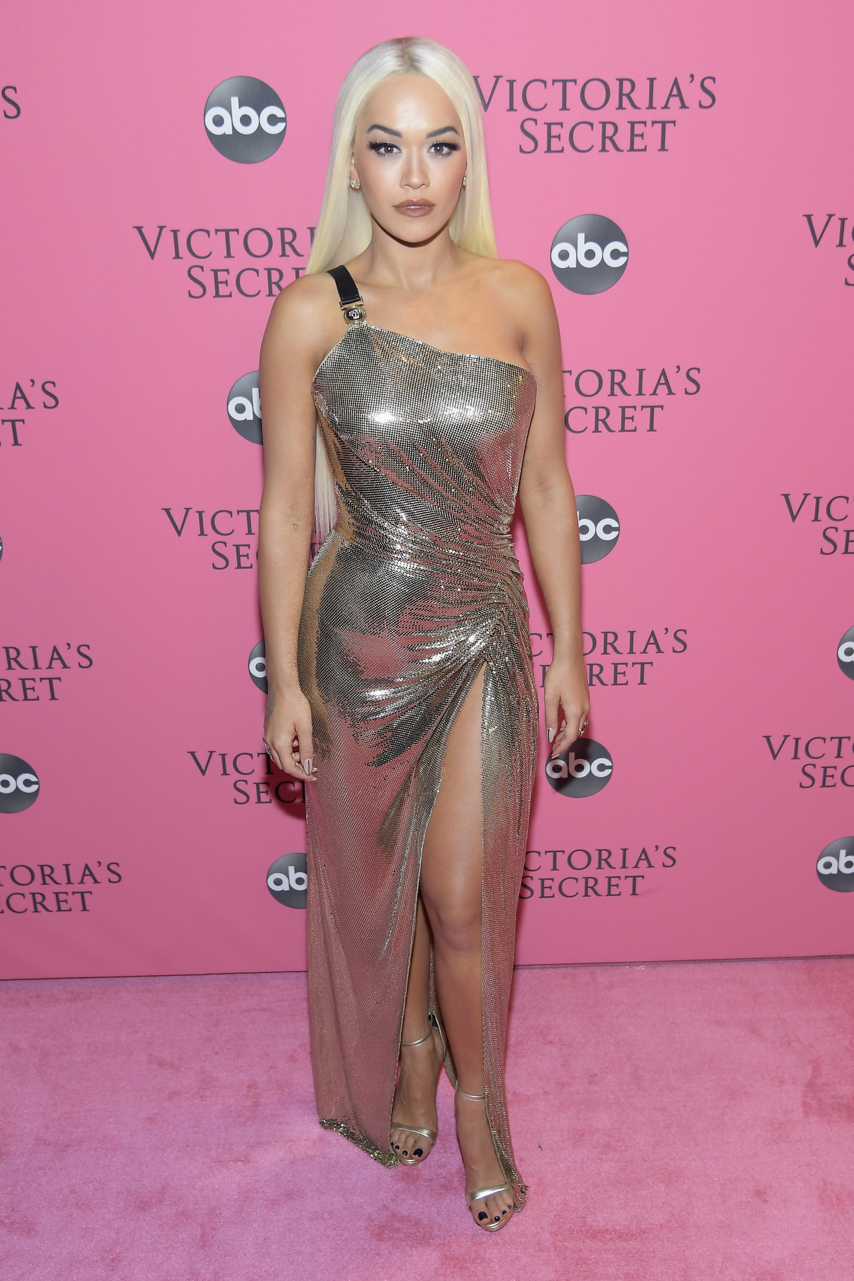 Rita Ora, looks